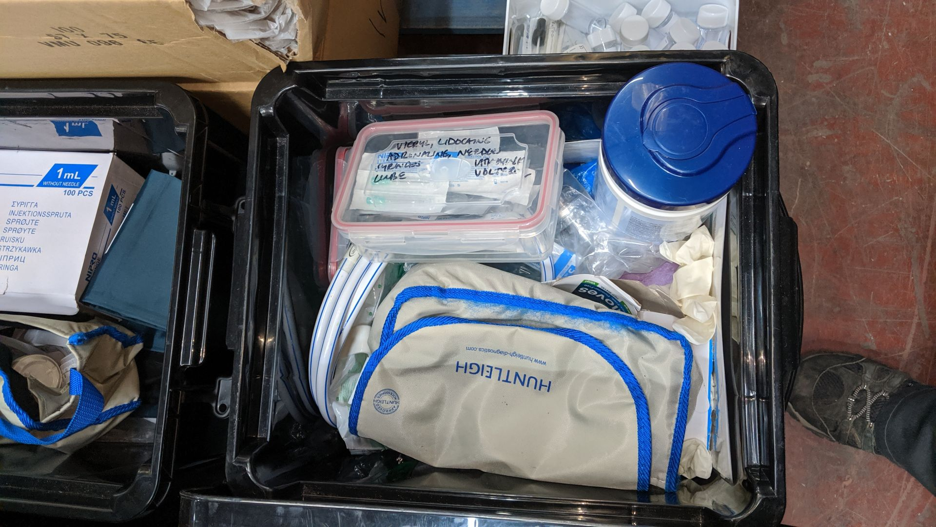 Lot 581 - Contents of a pallet of assorted medical supplies including single use resuscitators, Analgesic