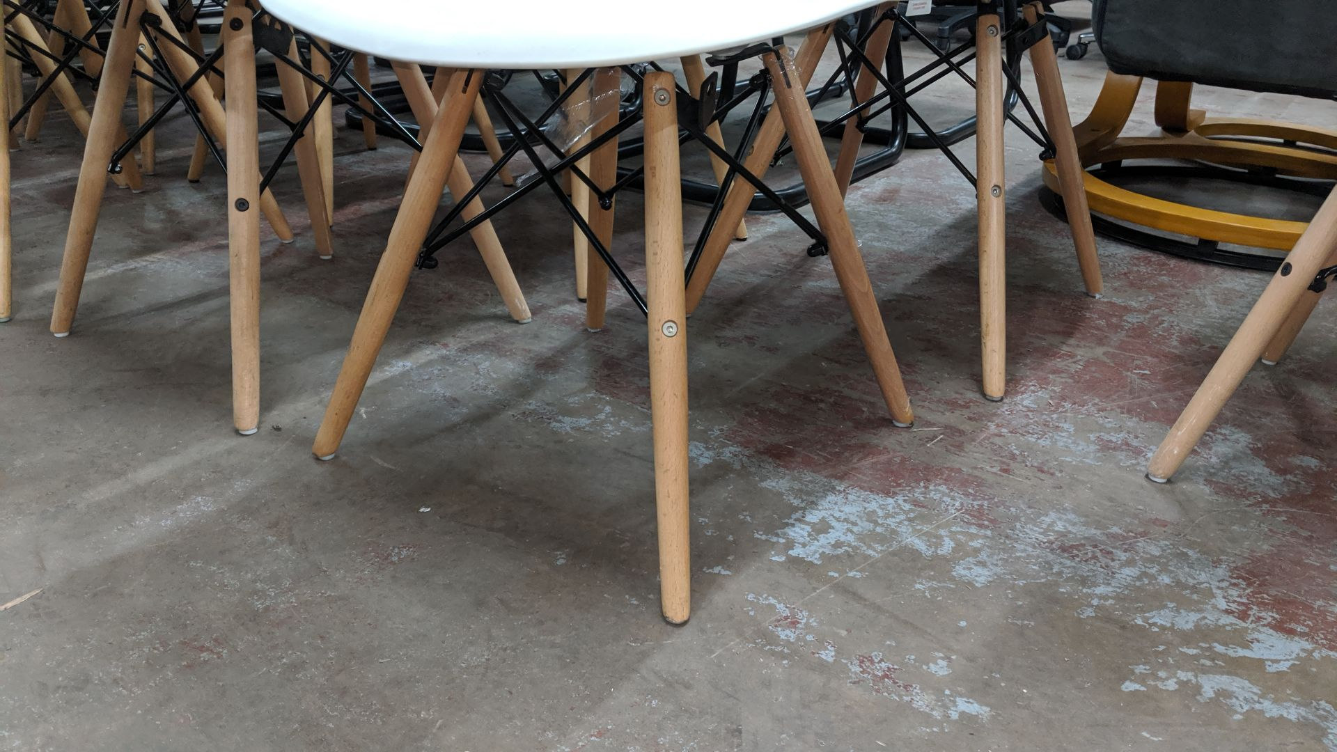 Lot 342 - 6 off white chairs with wooden legs NB. Lots 342 - 344 consist of different quantities of the same