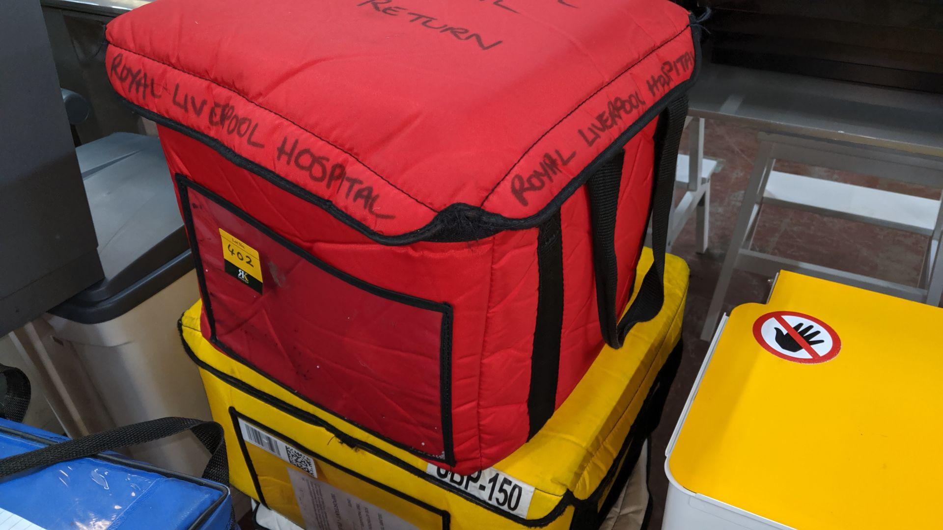 Lot 402 - 3 assorted blood/medical insulated carry bags. This is one of a large number of lots used/owned by