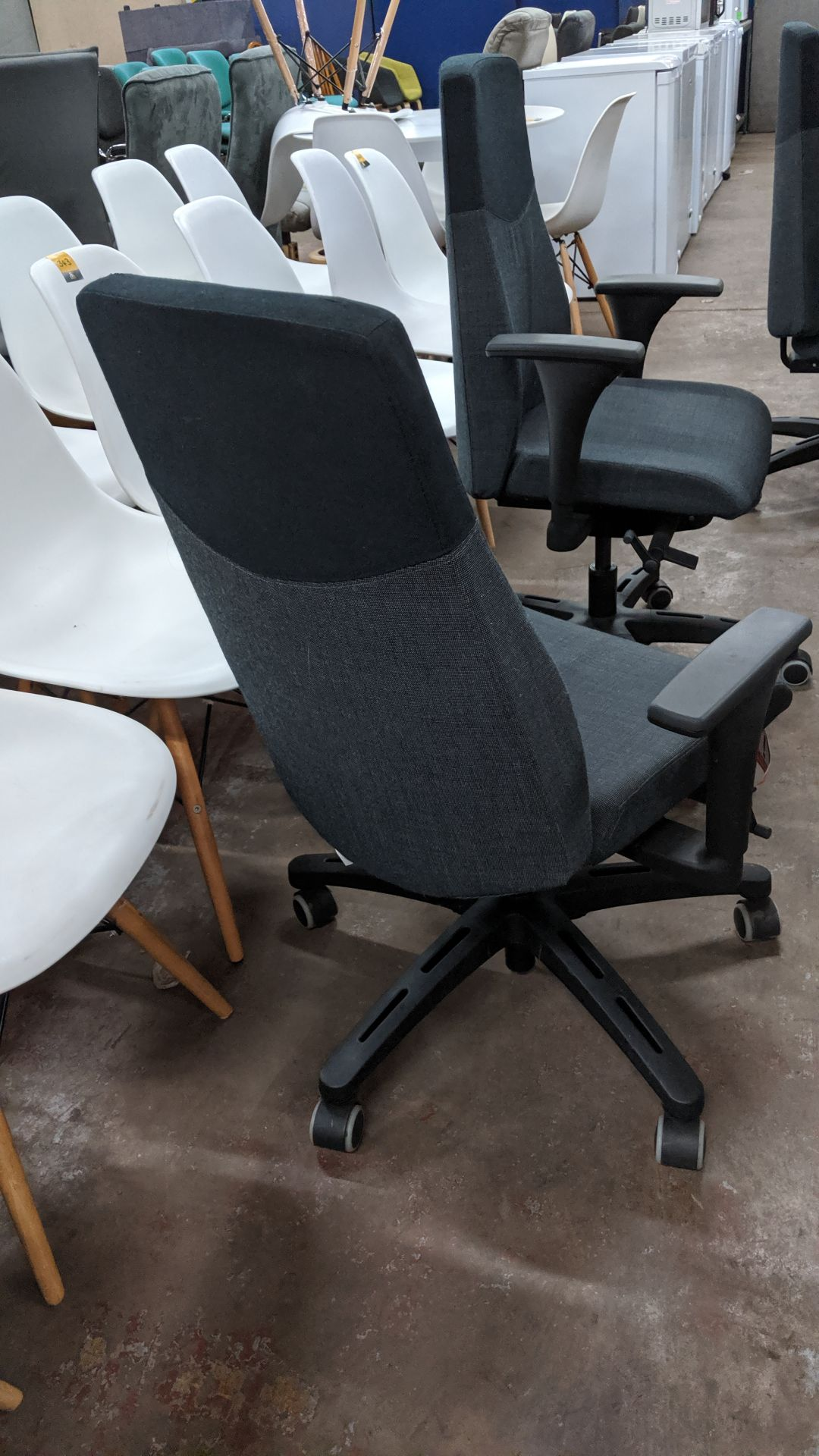 Lot 317 - Pair of modern grey & black executive chairs with arms NB Lots 317 - 319 each consist of a pair of