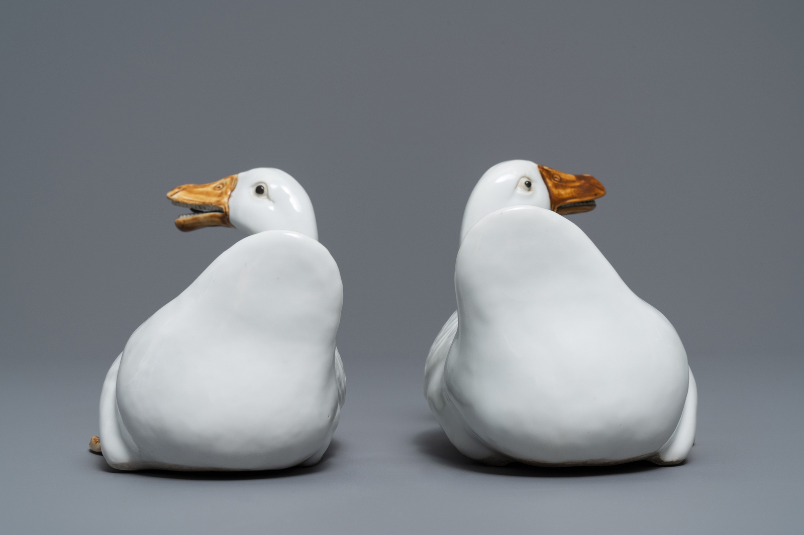 Lot 10 - A pair of Chinese blanc de Chine models of geese, Republic, 20th C.