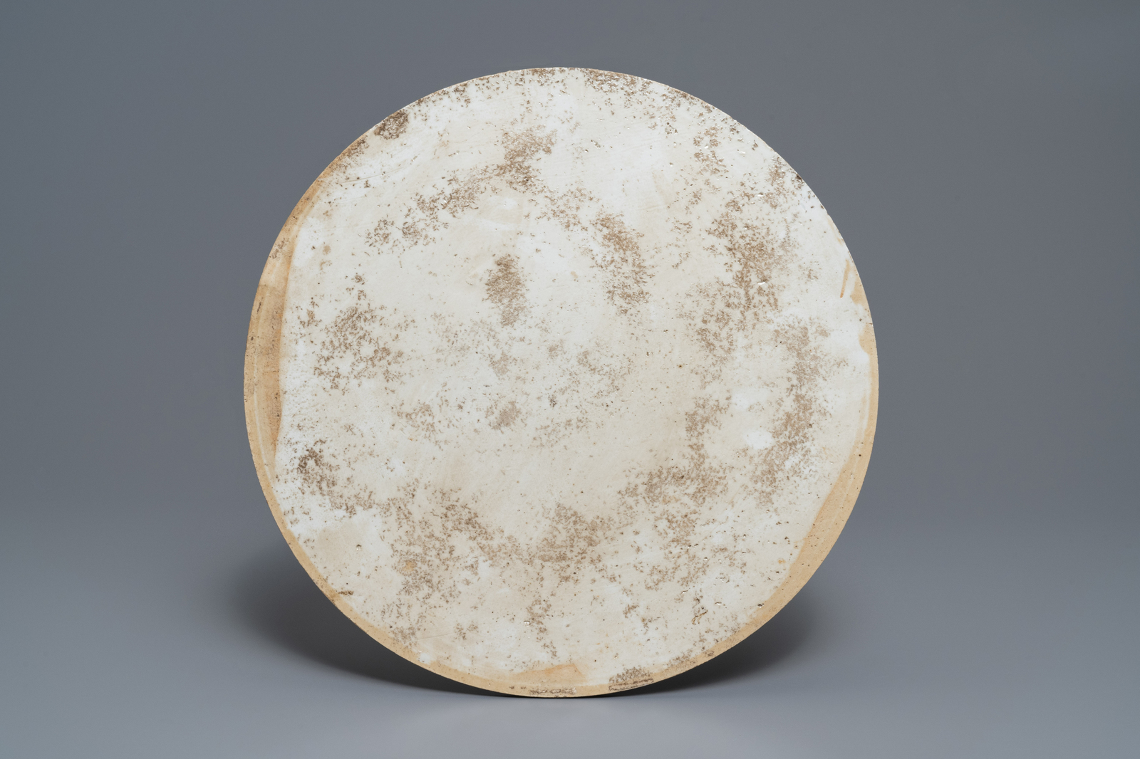 Lot 38 - A round Chinese famille rose 'birds' plaque, 19th C.