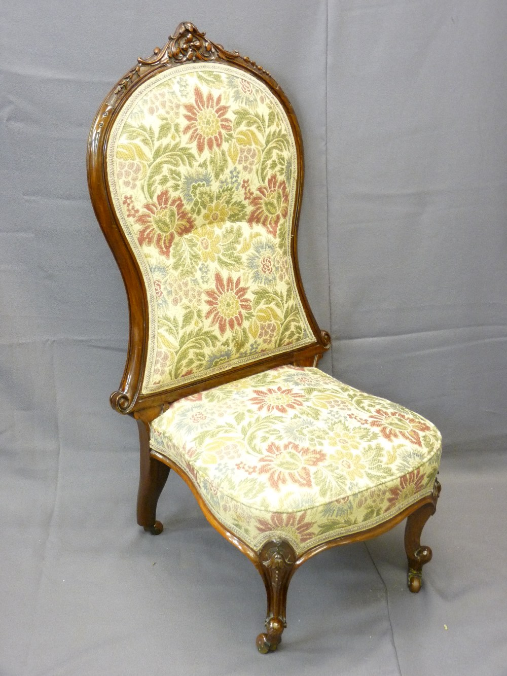 Lot 24 - VICTORIAN SPOON-BACK TYPE CHAIR with carved detail