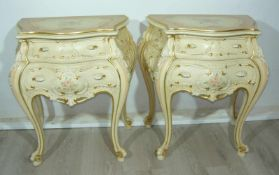 Paar elegante Nachttische im Rokokostil. Je ca. 67x60x35 cm.Pair of elegant night tables in the
