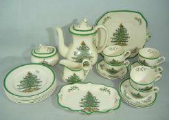 Spode, England. Christmas Tree. Weihnachtsservice mit schönen großen Tassen für sechs Personen.