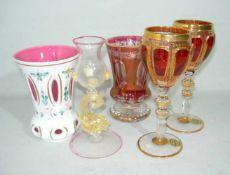 Fünf Teile qualitätvolles Glas. H. ca. 18 cm u. kl.Five pcs of quality glass. H. app. 18 cm a.