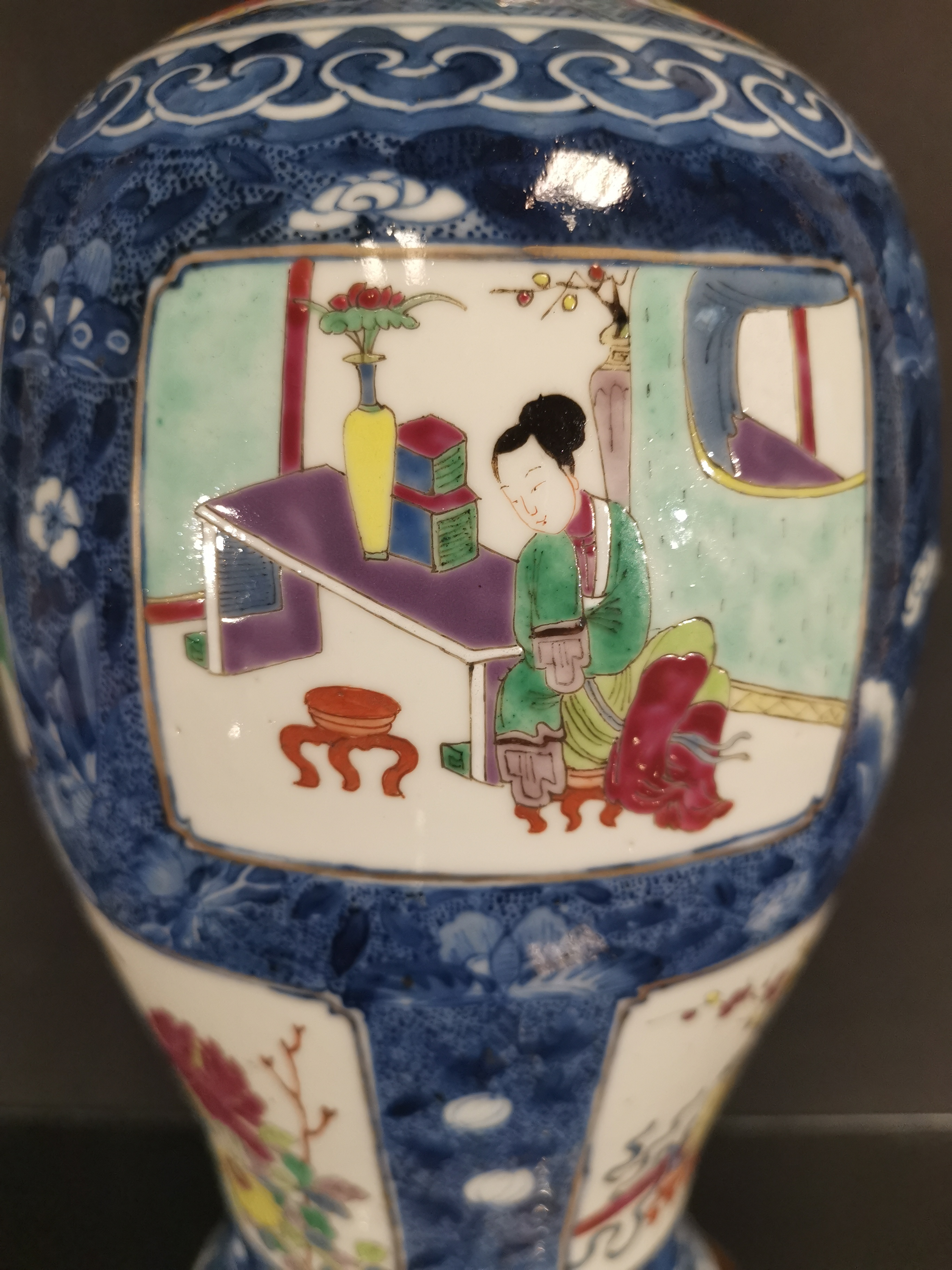 Lot 35 - Vase couvert en porcelaine famille rose et bleu blanc Chine, fin du XIXème siècle [...]