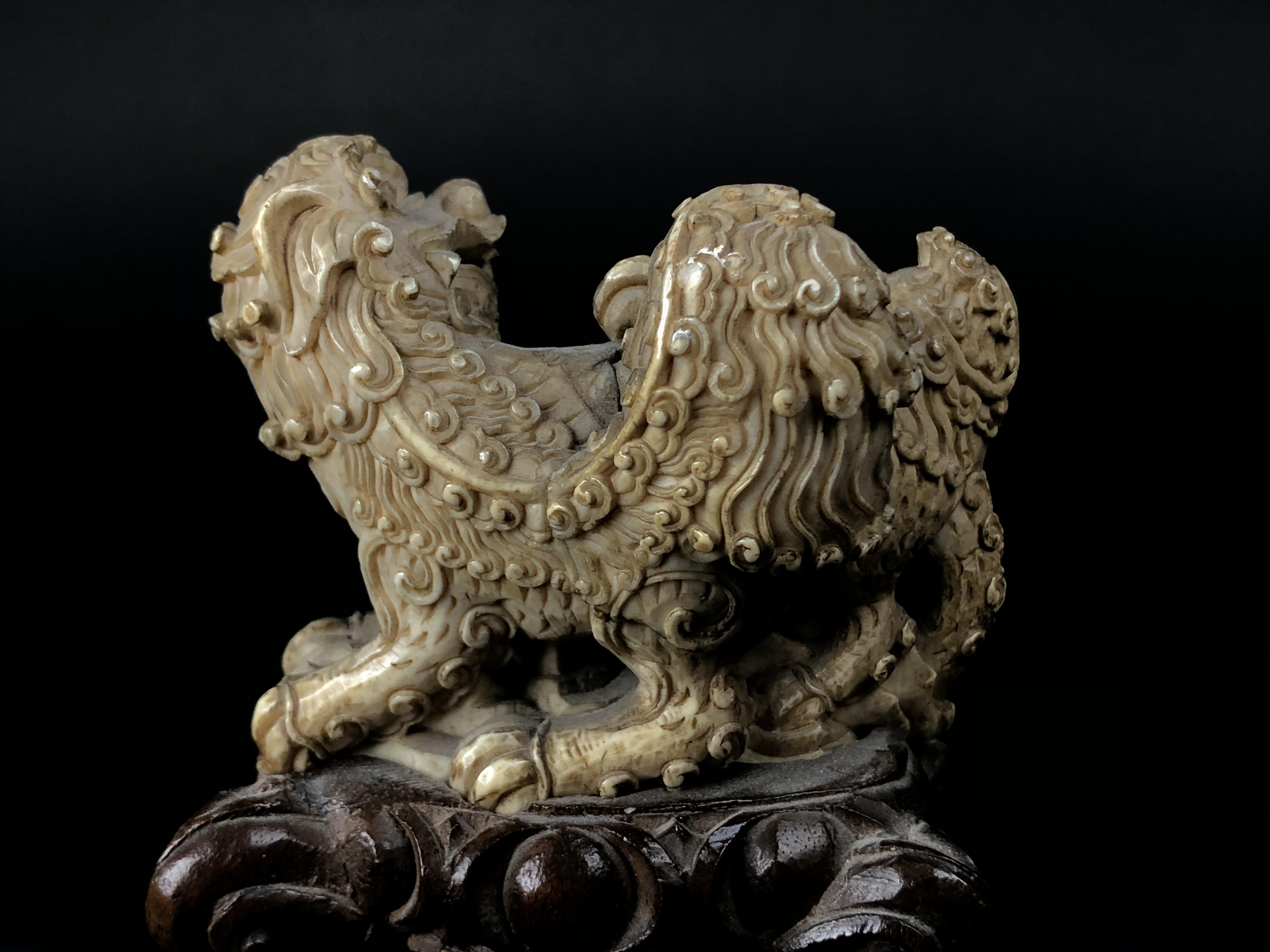 Lot 23 - Groupe de lions en ivoire sculpté. Chine, fin du XIXème-début du XXème siècle. [...]