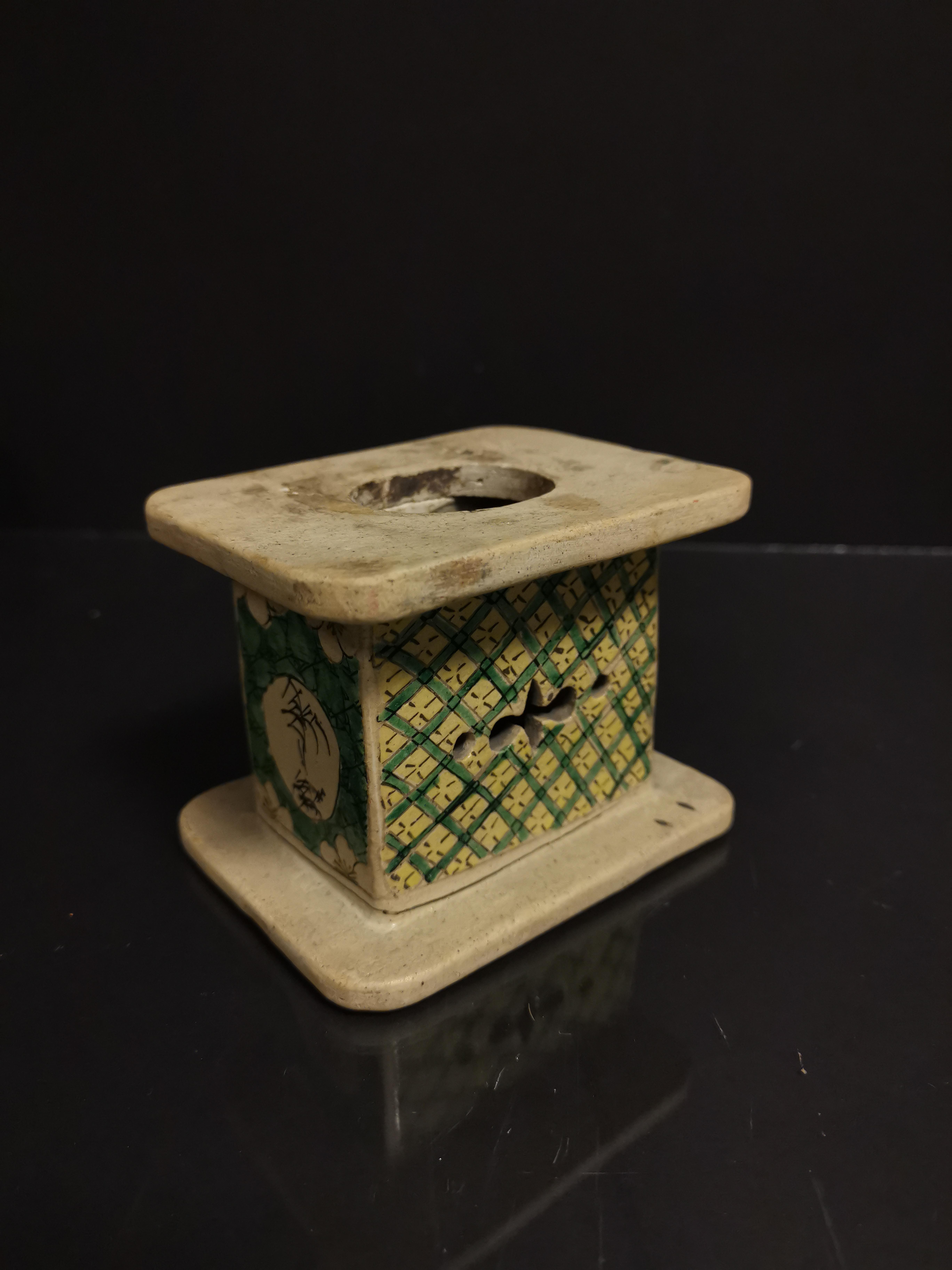 Lot 38 - Lot de neuf socles en grès émaillé, Chine, époque Kangxi, XVIIIème et XIXème [...]