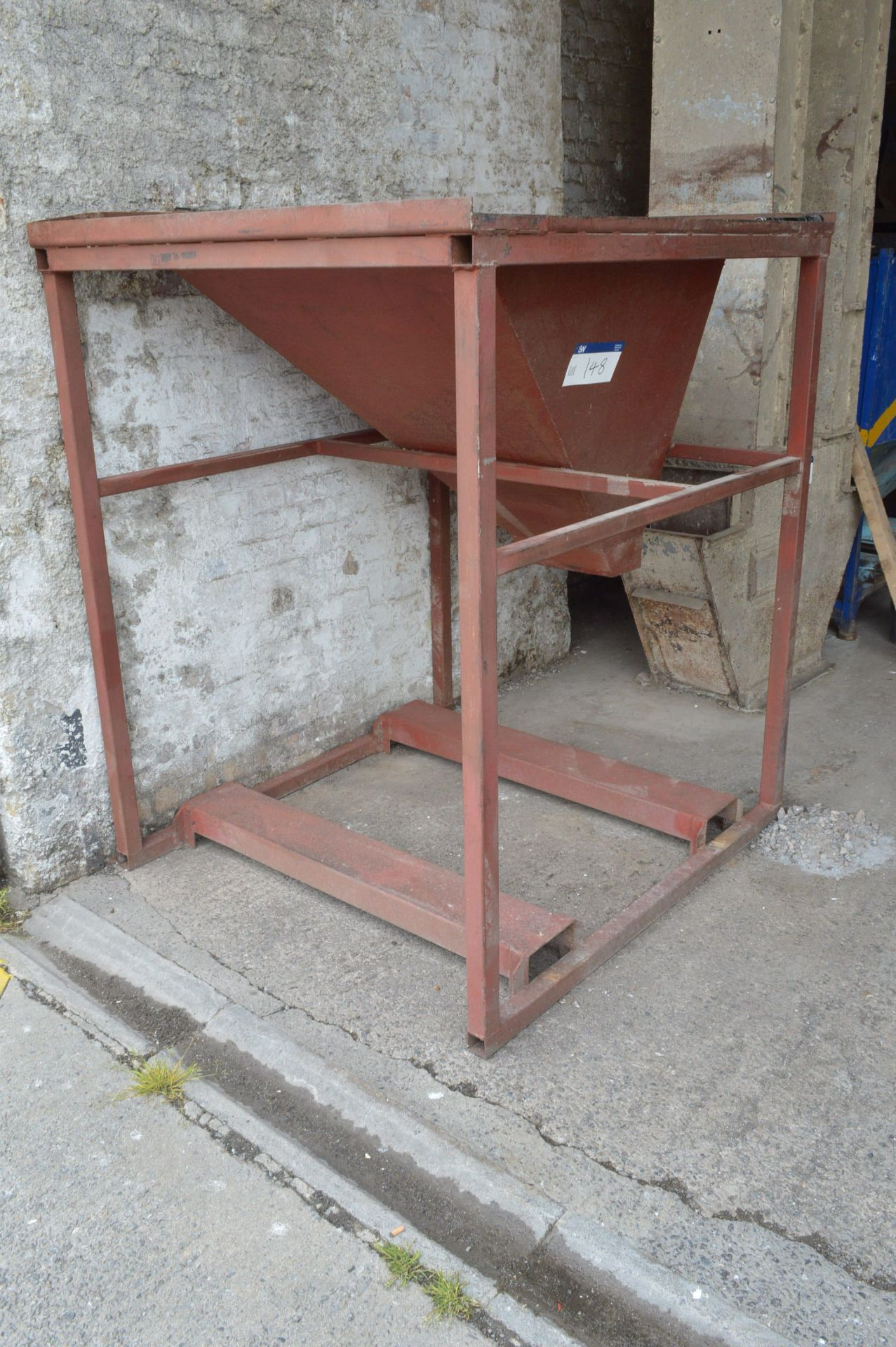 Lot 148 - Tote Bin Emptying Stand, 1.4m x 1.3m, with hopper and fork lift channels
