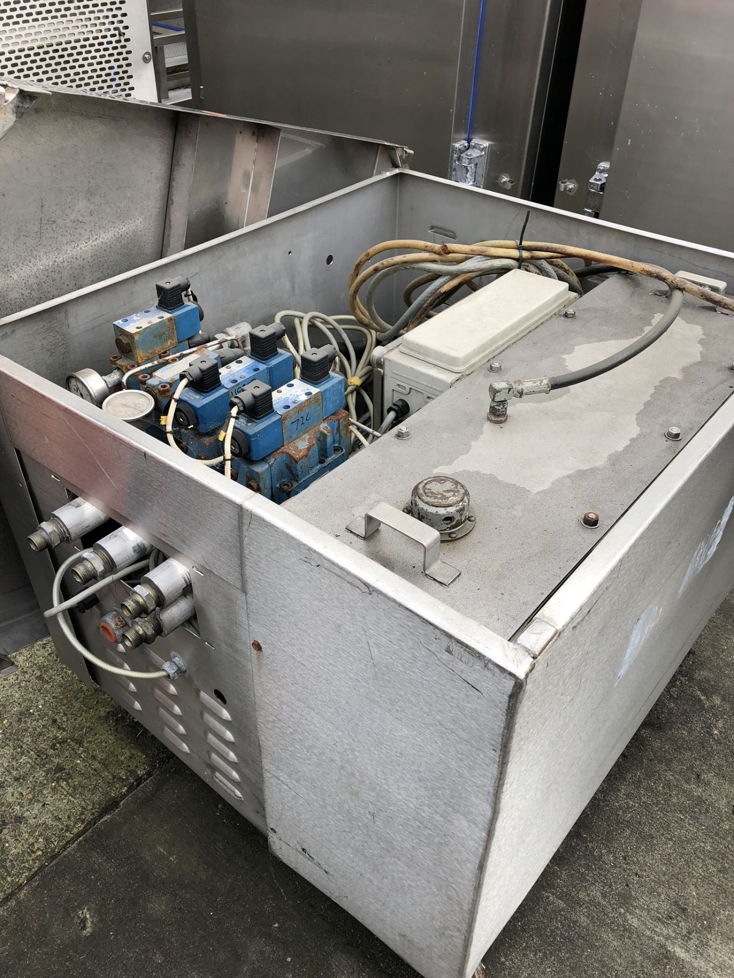 Lotto 141 - Hydraulic Pump, in stainless steel cabinet, approx. 0.9m x 1m x 1m, lift out charge - £50
