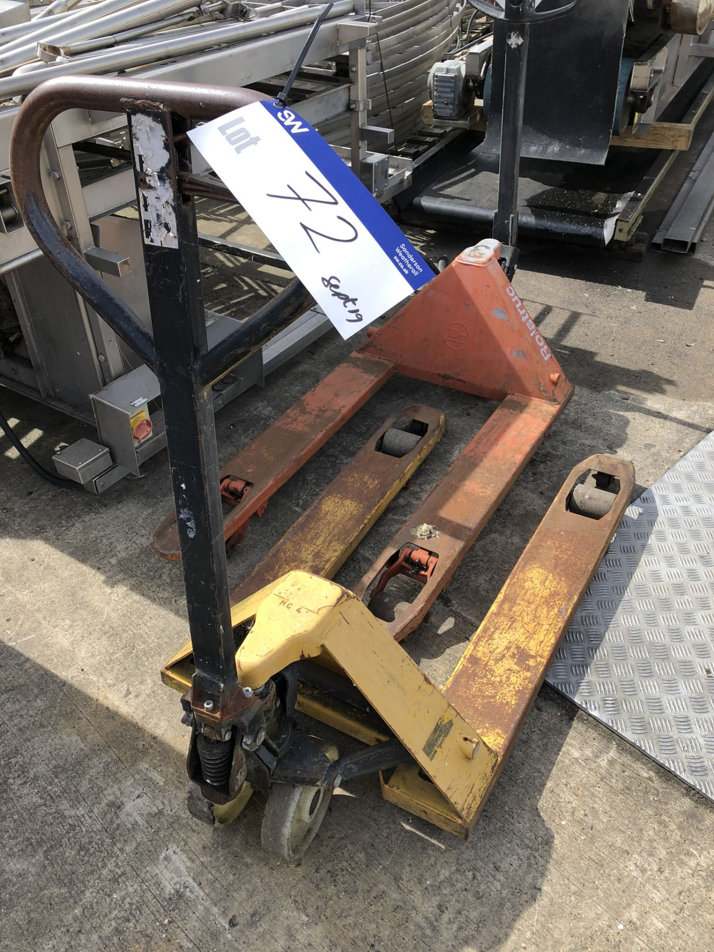Lot 72 - Hand Hydraulic Pallet Truck, lift out charge - £10
