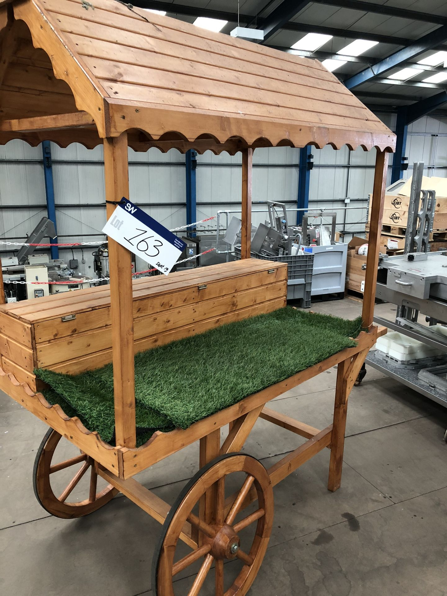 Lotto 163 - Market Stall, approx. 1.6m x 0.9m x 2.1m high, lift out charge - £20