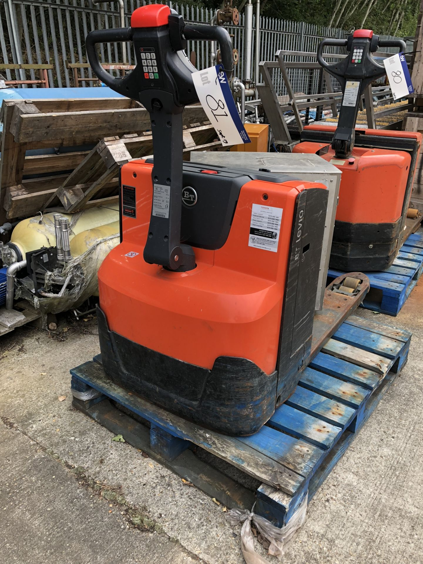 Lot 81 - BT LWE200 2000KG ELECTRIC PALLET TRUCK, serial no 7449191, year of manufacture 2016, lift out charge