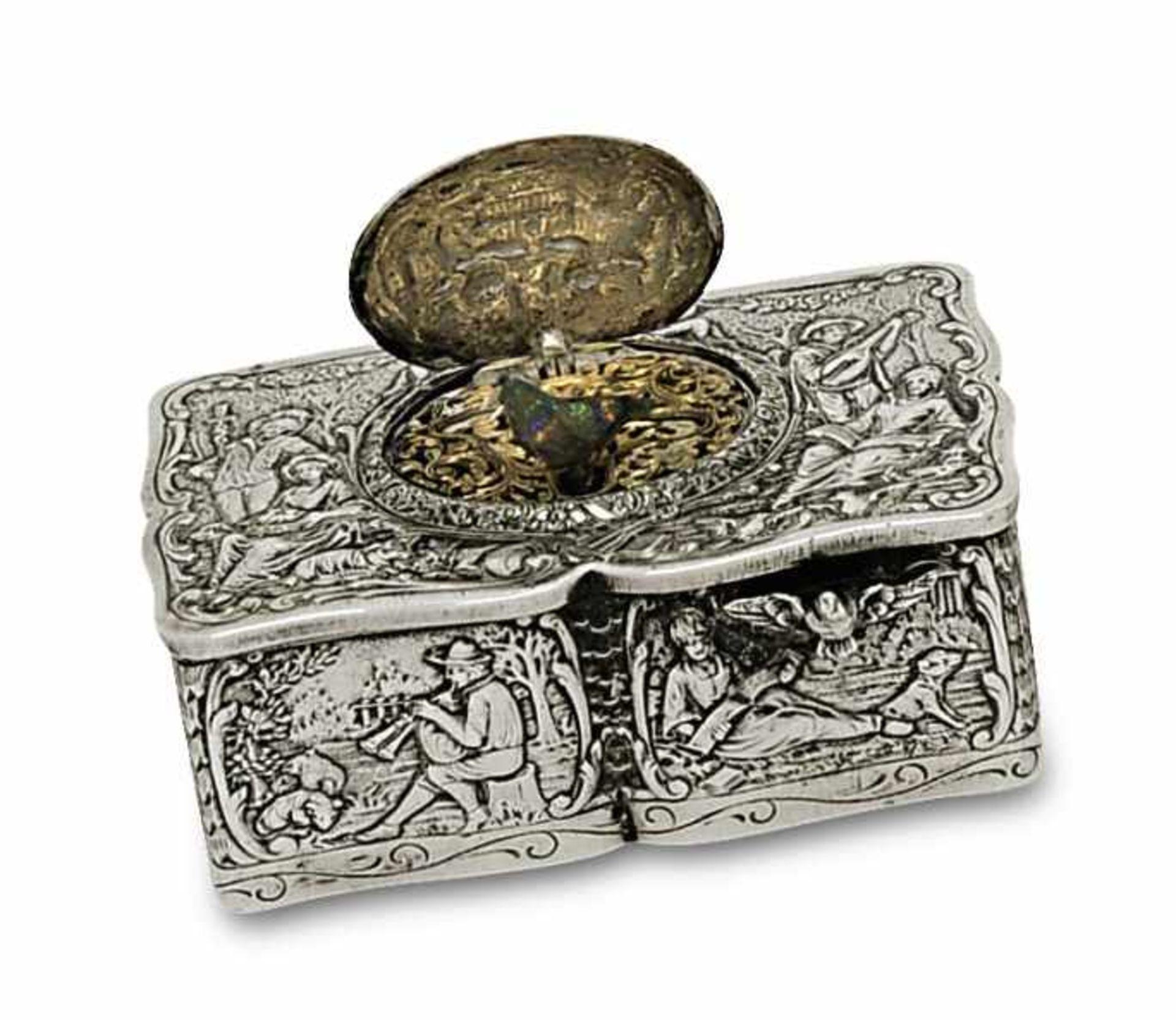 Los 21 - SingvogeldoseDeutsch Geschweiftes Silbergehäuse (Marken: 800), allseitig reliefiert mit