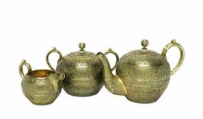 Kanne, Zuckerdose und MilchkännchenMoskau, 1895 Silber, vergoldet. Bauchiger Korpus, Kanne und