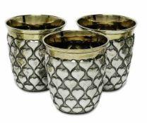 Drei HerzbecherHanau, Fa. Neresheimer Silber, teilvergoldet. Konische Wandung mit Herzbuckeln und