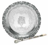 TellerWohl Südamerika, 18. Jh.Silber. Im Spiegel gravierter, ziselierter und punzierter floraler