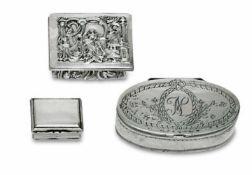 Drei Dosen18./19. Jh.Silber, tlw. vergoldet. Eine ovale Dose mit graviertem floralem Dekor und