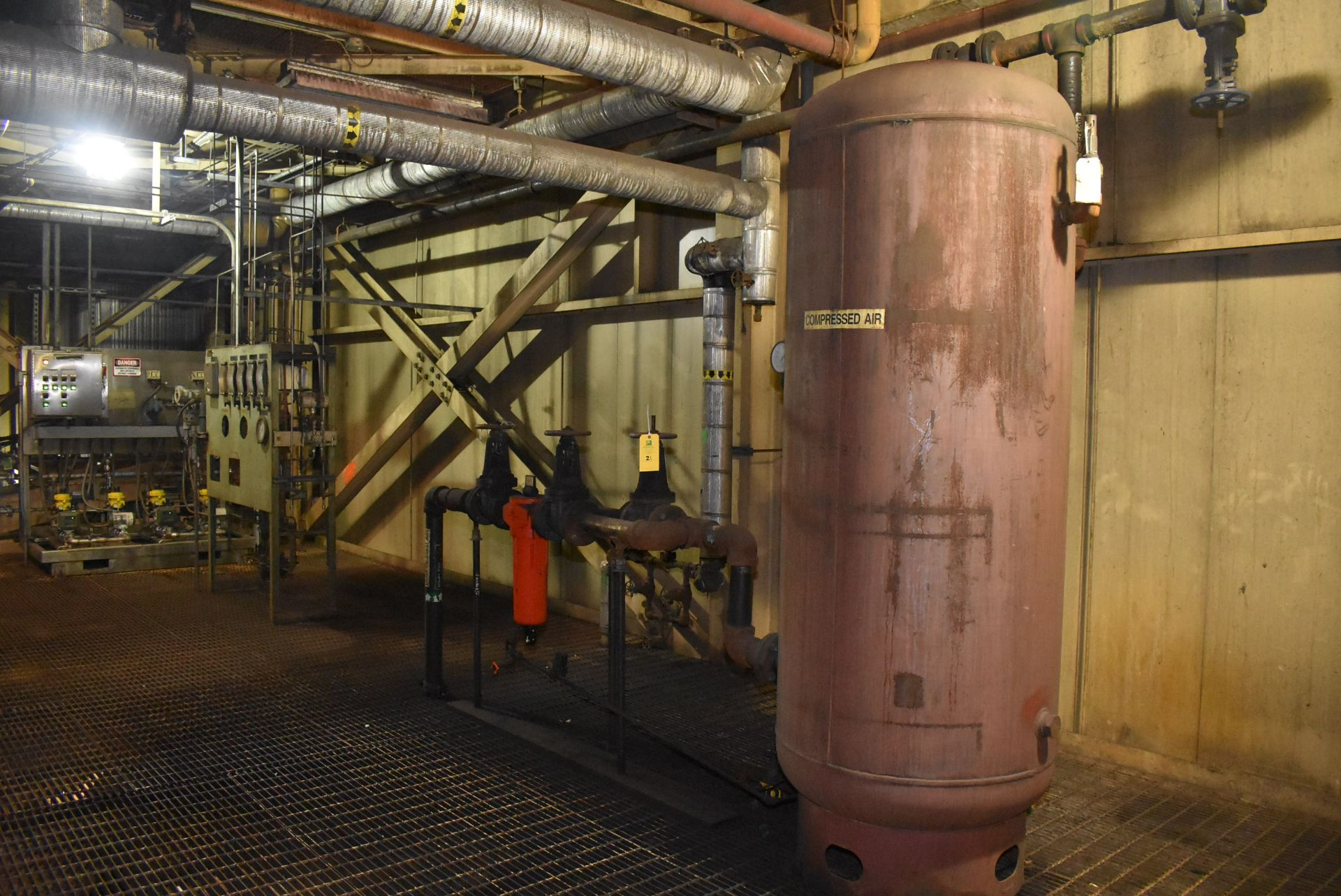 Lot 21 - Compressed Air Holding Tank, Includes 3-Valves