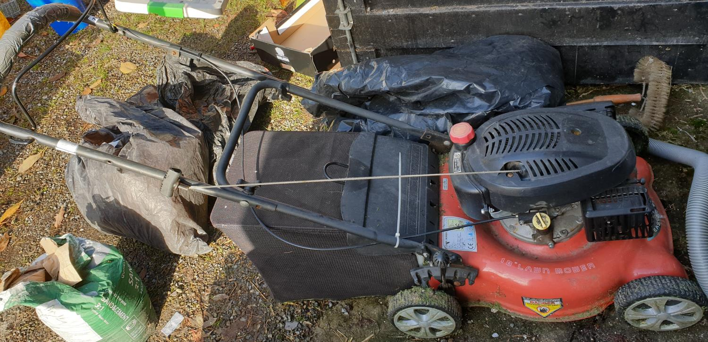 Lot 789 - An Easymo Lawn Mower.