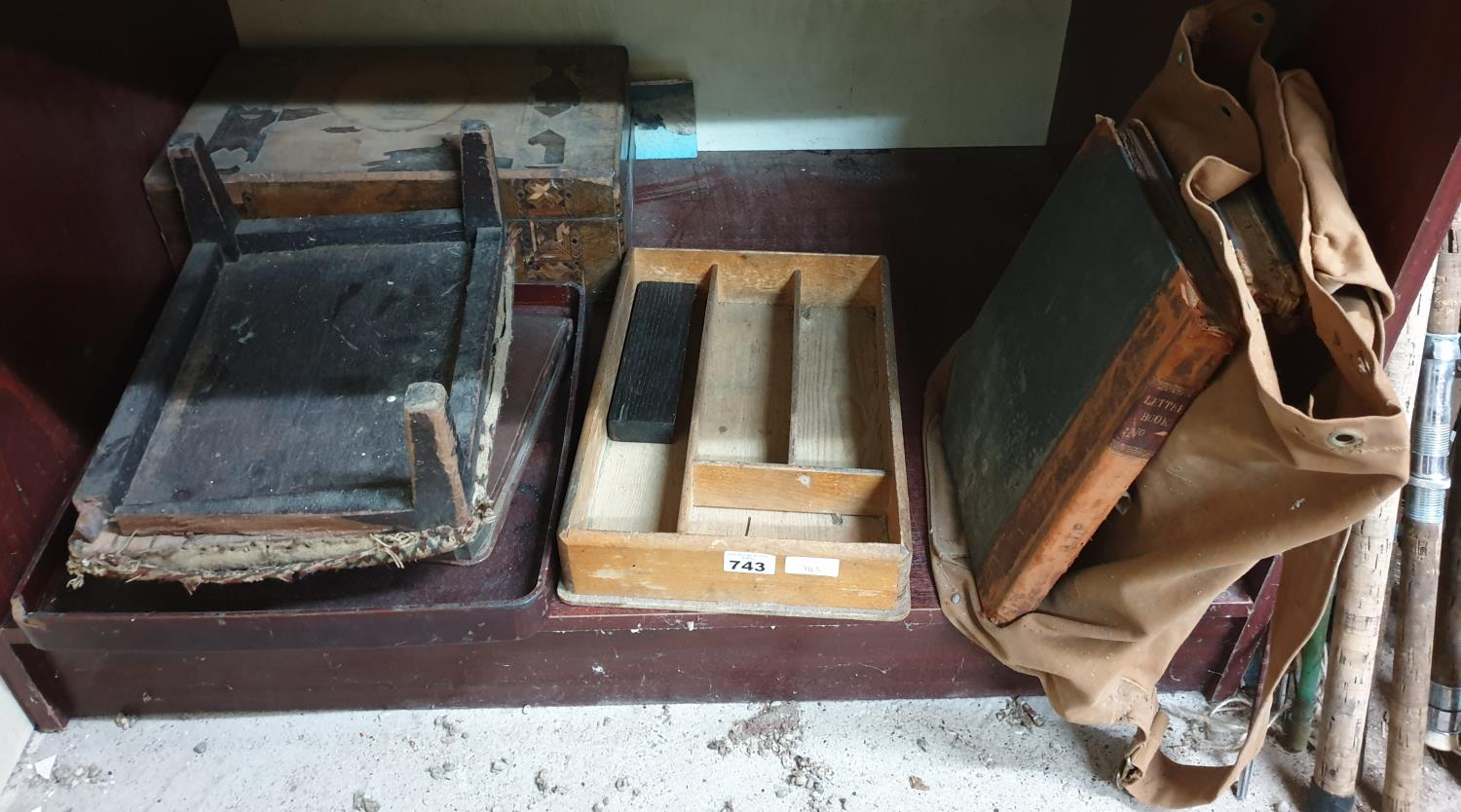 Lot 743 - A quantity of Vintage Items to include an Oriental Tray etc.