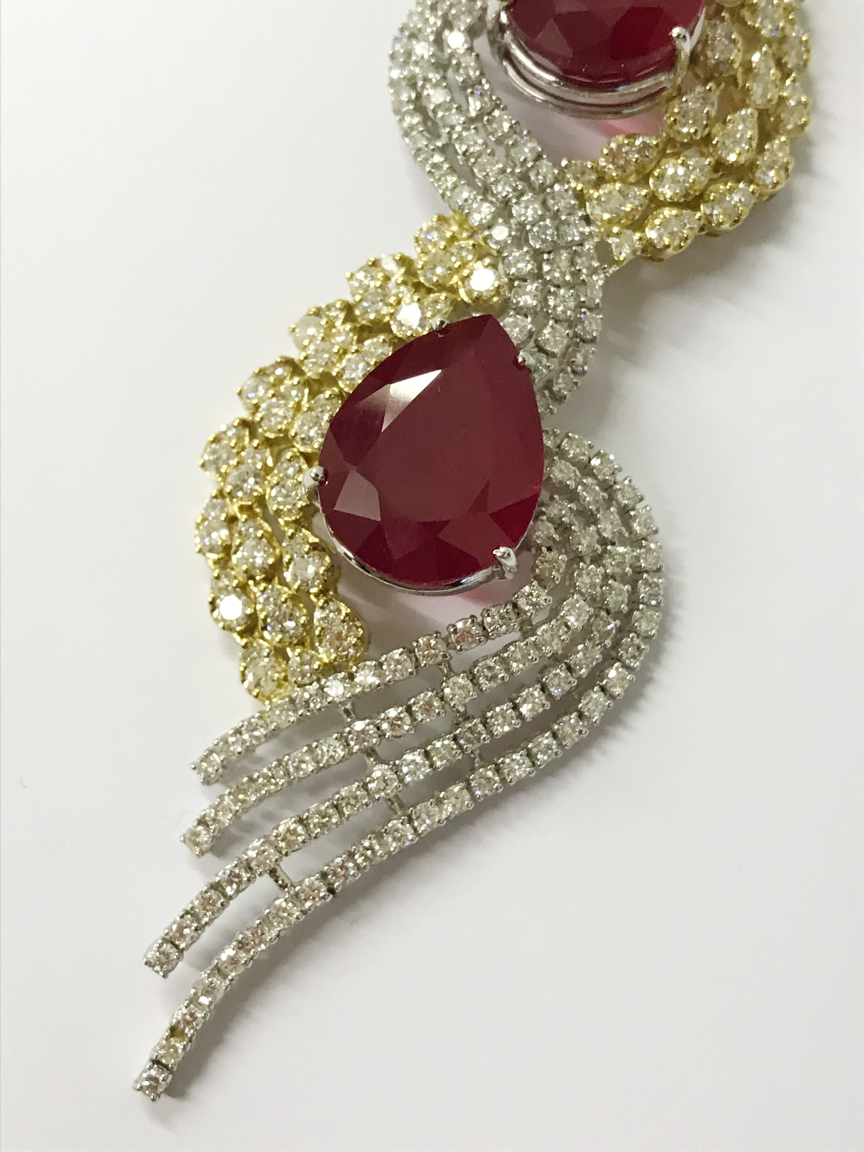 Lot 25A - 18ct WHITE & YELLOW GOLD NECKLACE SET 2 PEAR SHAPE RUBIES AND APPROXIMATELY 487 CUT DIAMONDS