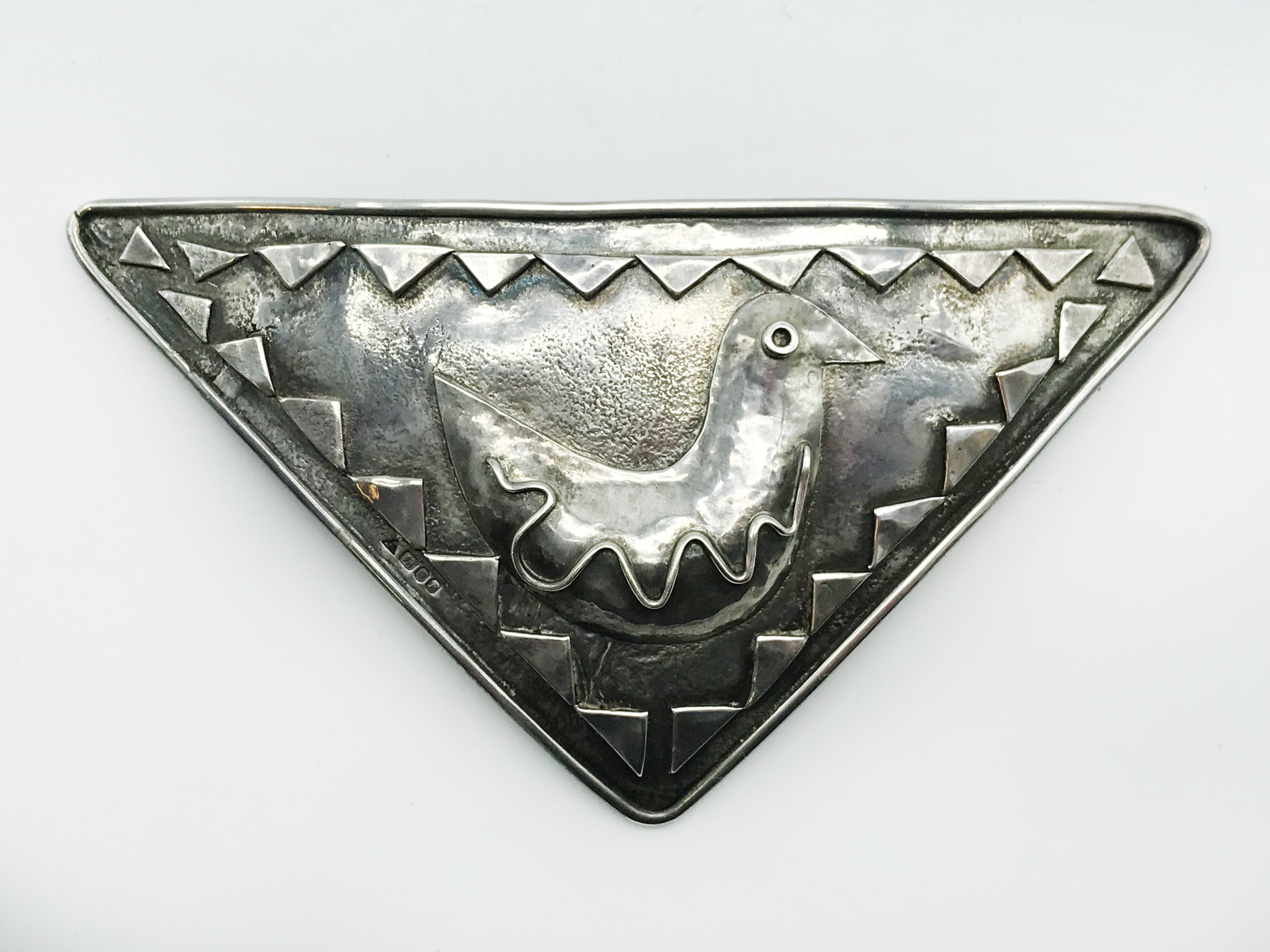 Lot 6 - UNUSUAL LARGE HALLMARKED SILVER BROOCH IN FORM OF TRIANGLE WITH A BIRD