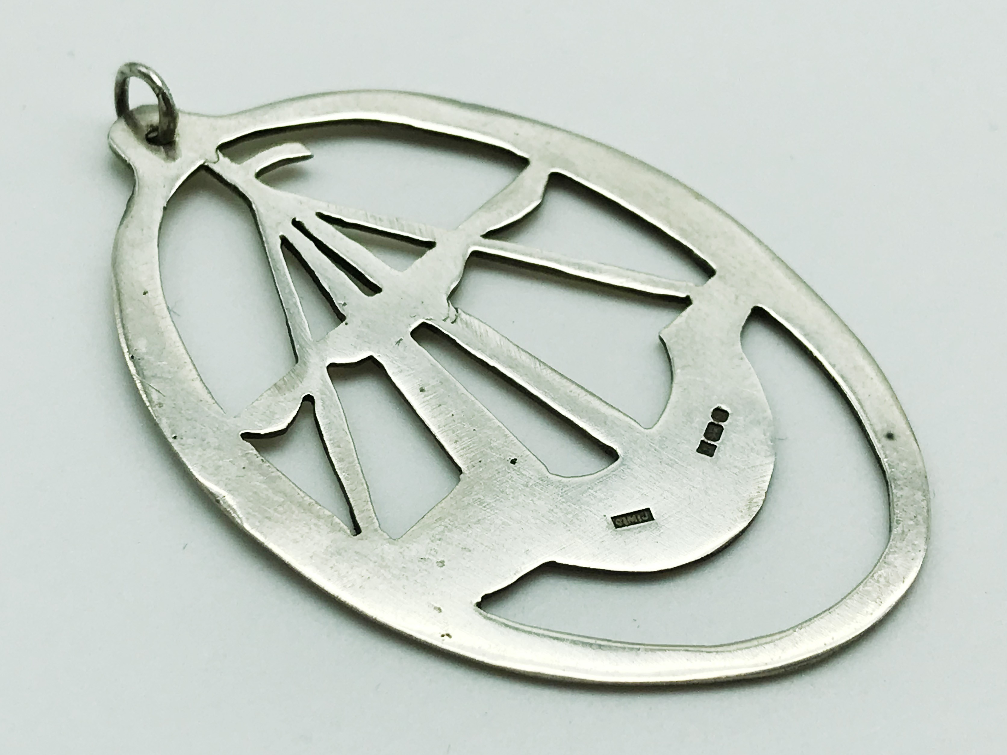 Lot 12 - HALLMARKED SILVER OVAL SHAPED PENDANT WITH BOAT