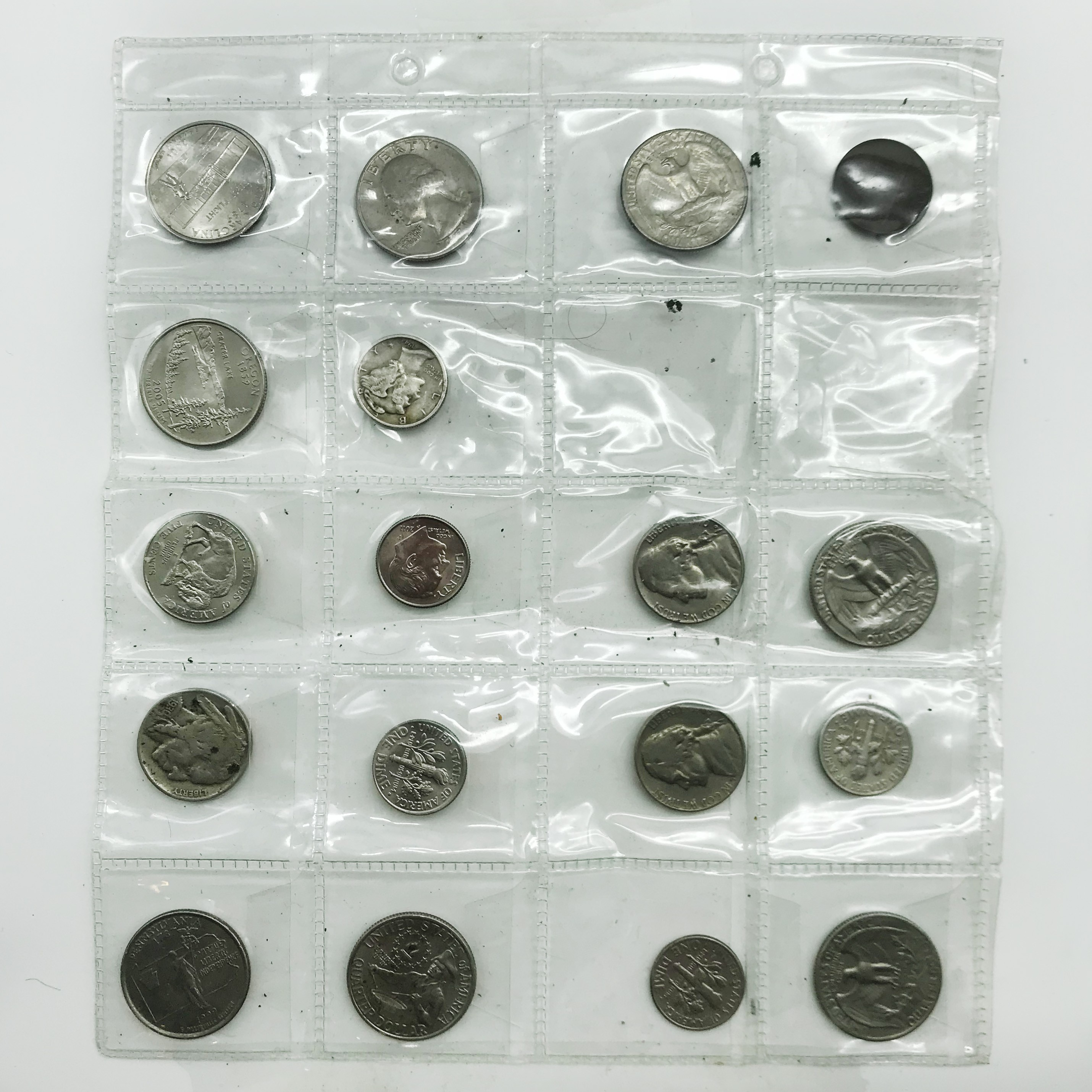 Lot 22 - SMALL COLLECTION OF COINS INCLUDING SOME SILVER