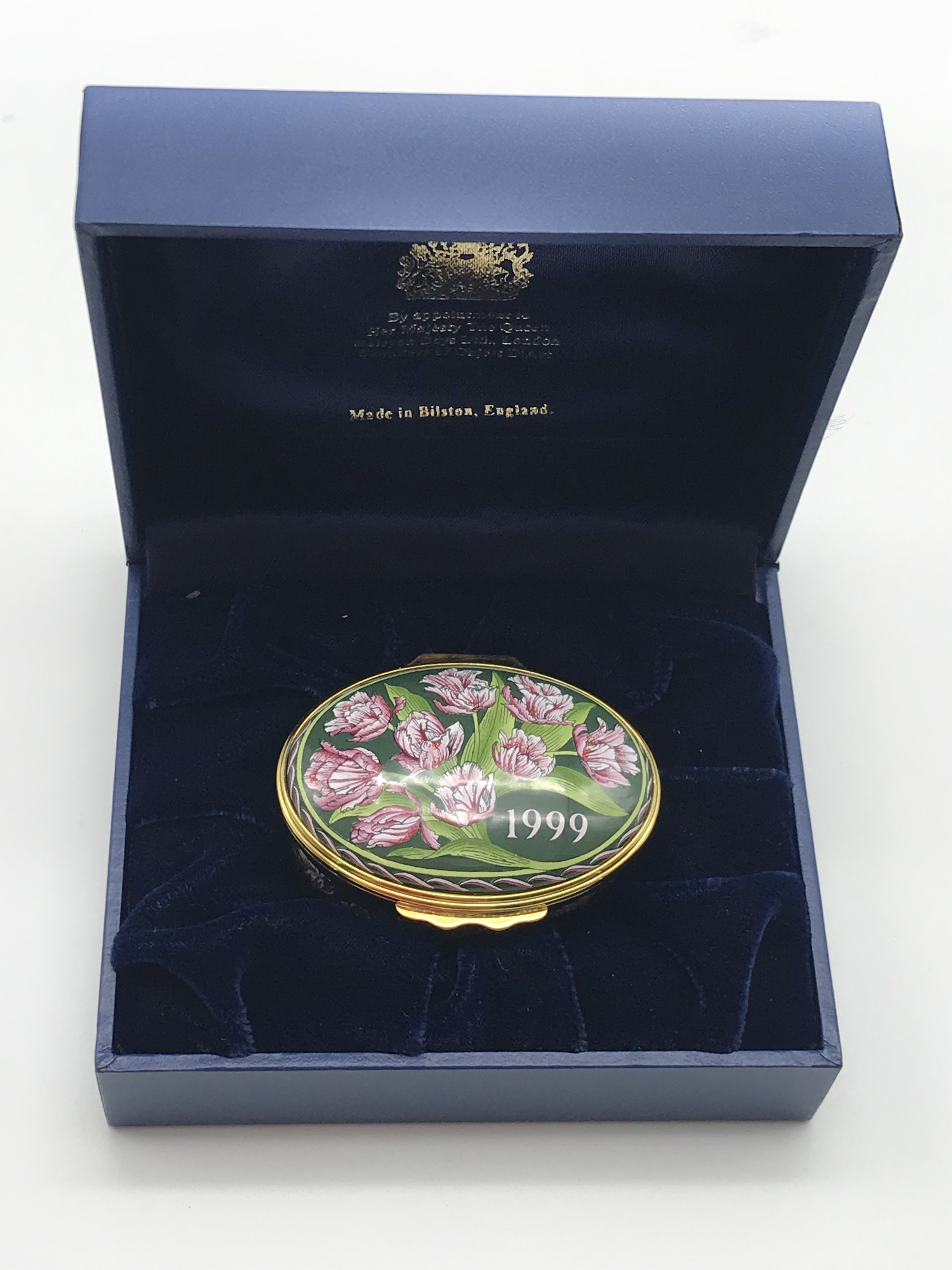 Lot 34 - PAIR OF MODERN HALCYON DAYS ENAMELS PILL BOXES