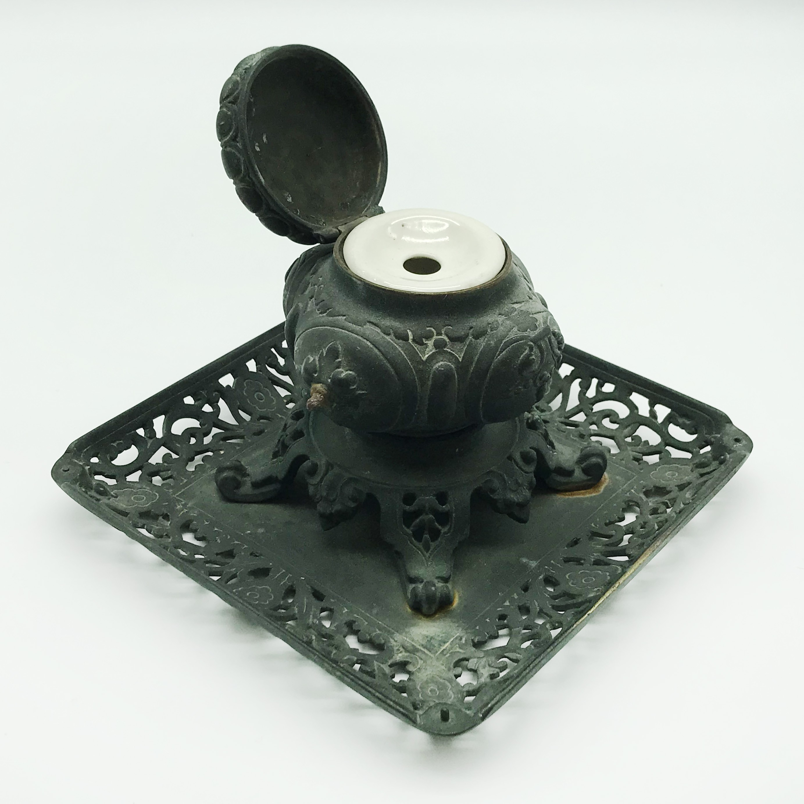 Lot 38 - JAPANESE OR CHINESE METAL INKWELL