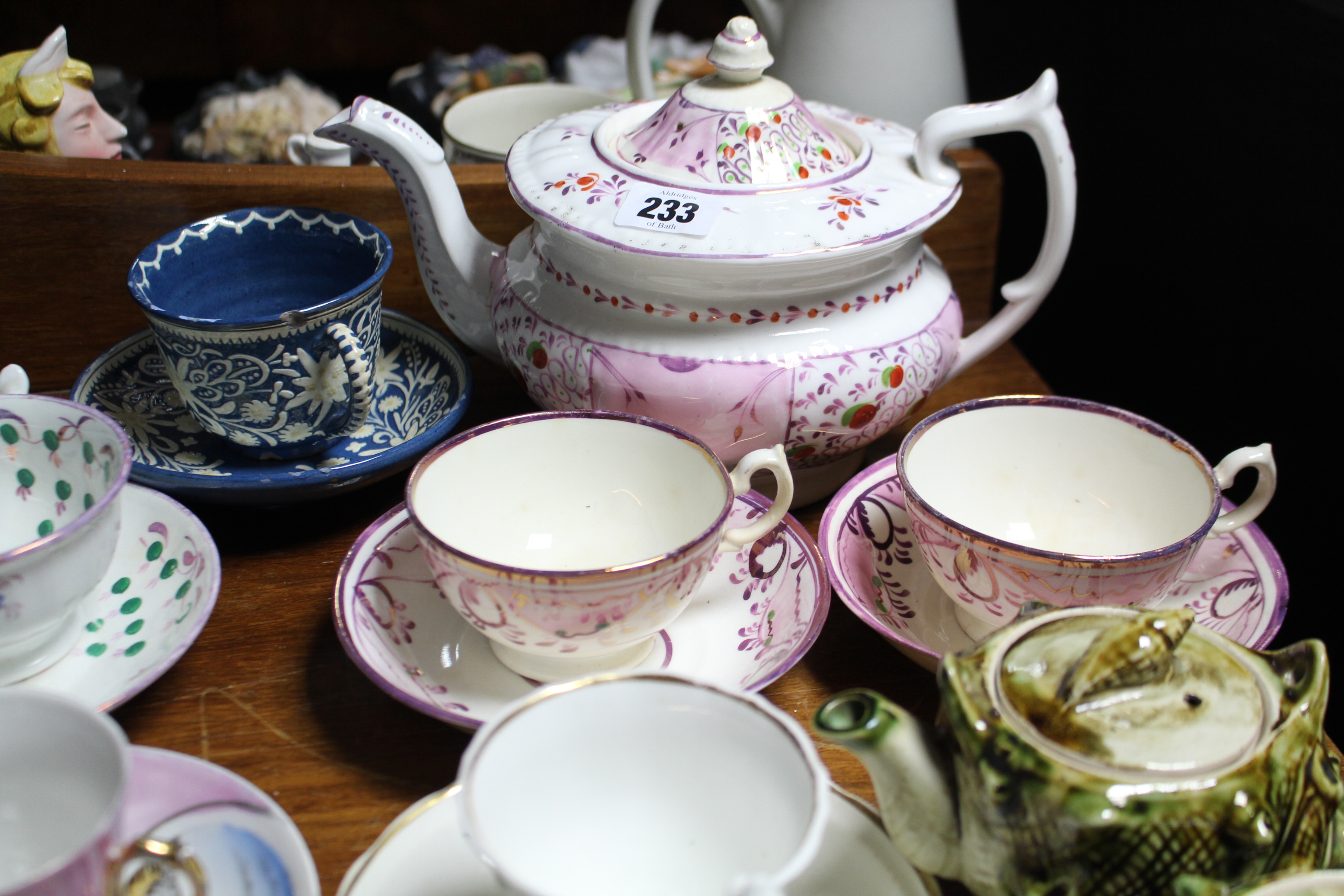 Lot 233 - Various items of decorative china & pottery.