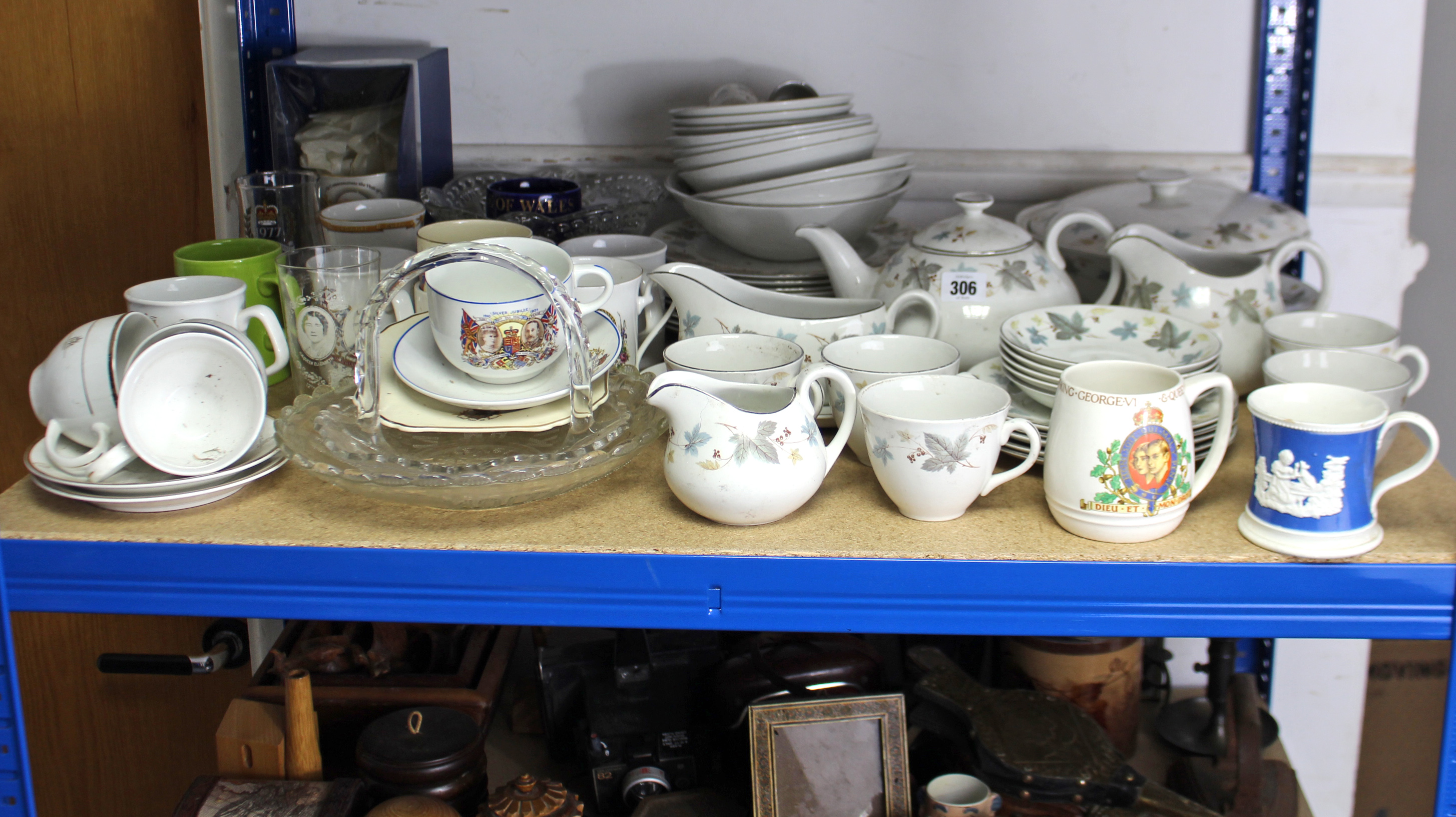 """Lot 306 - A Ridgways """"White Mist"""" pattern forty one piece part dinner & tea service; & various items of"""