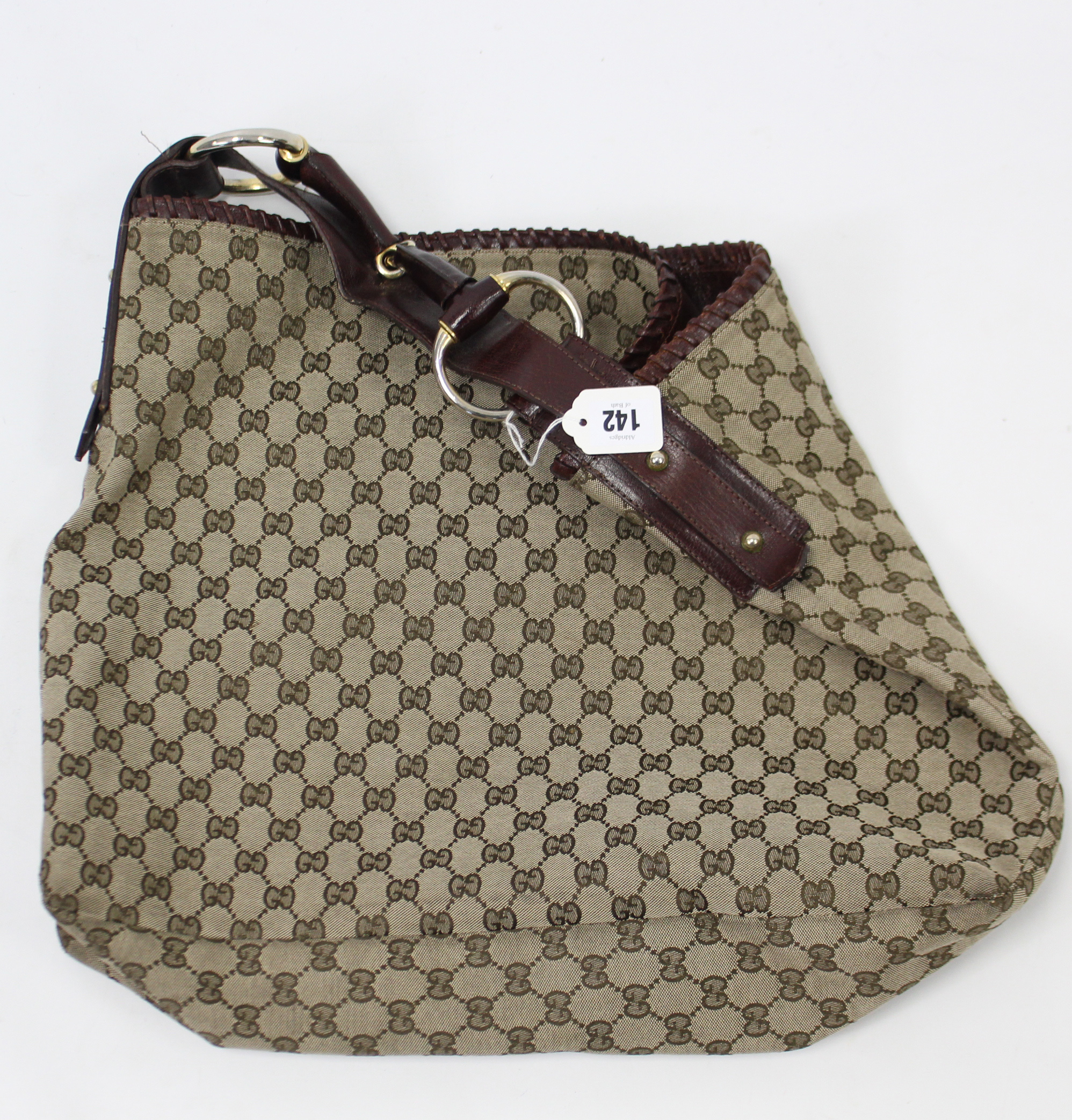 Lot 142 - A Gucci ladies' handbag.