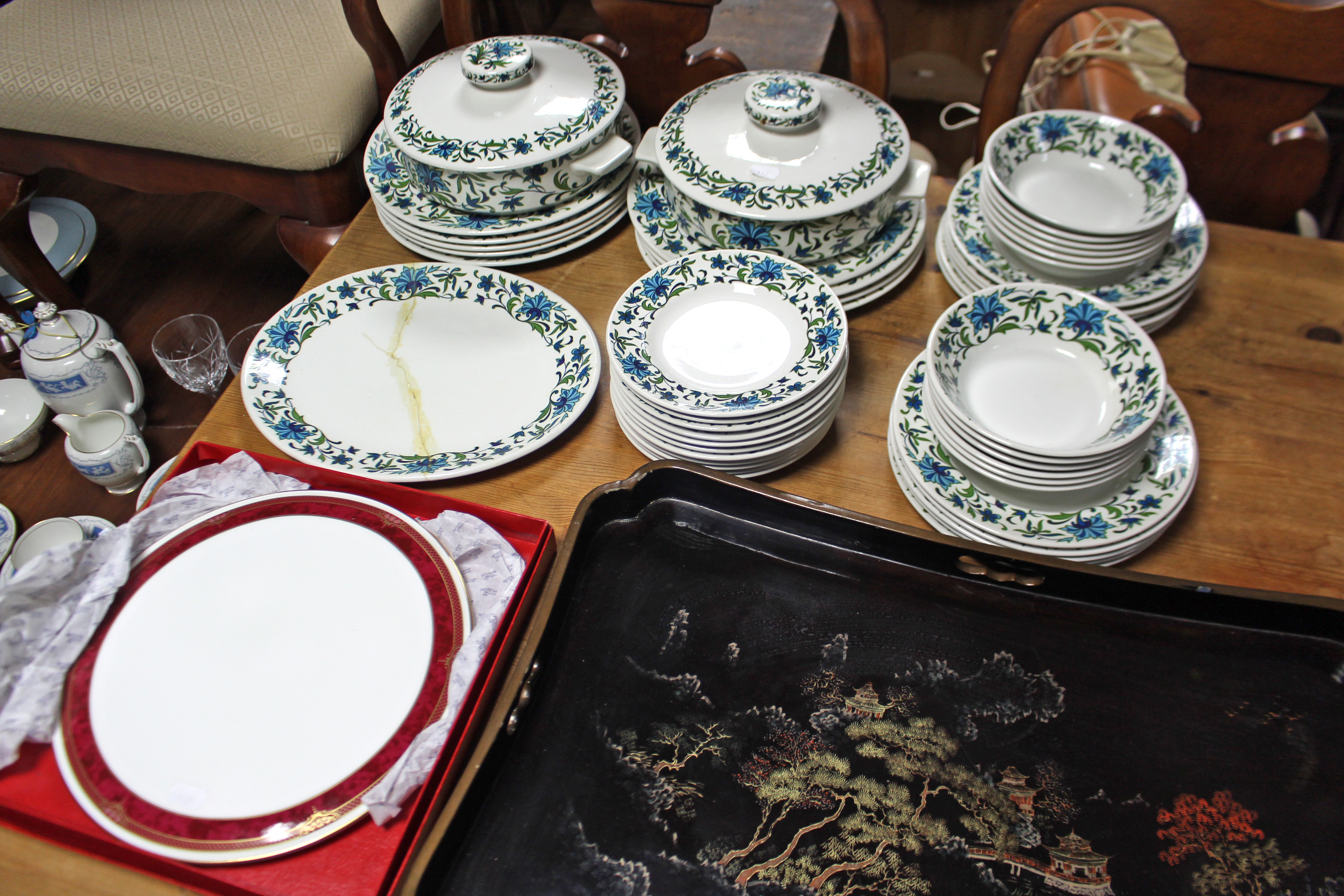 "Lot 132 - Forty six items of Midwinter ""Spanish Garden"" pattern dinnerware; a Spode ""Bordeaux"" pattern cake"