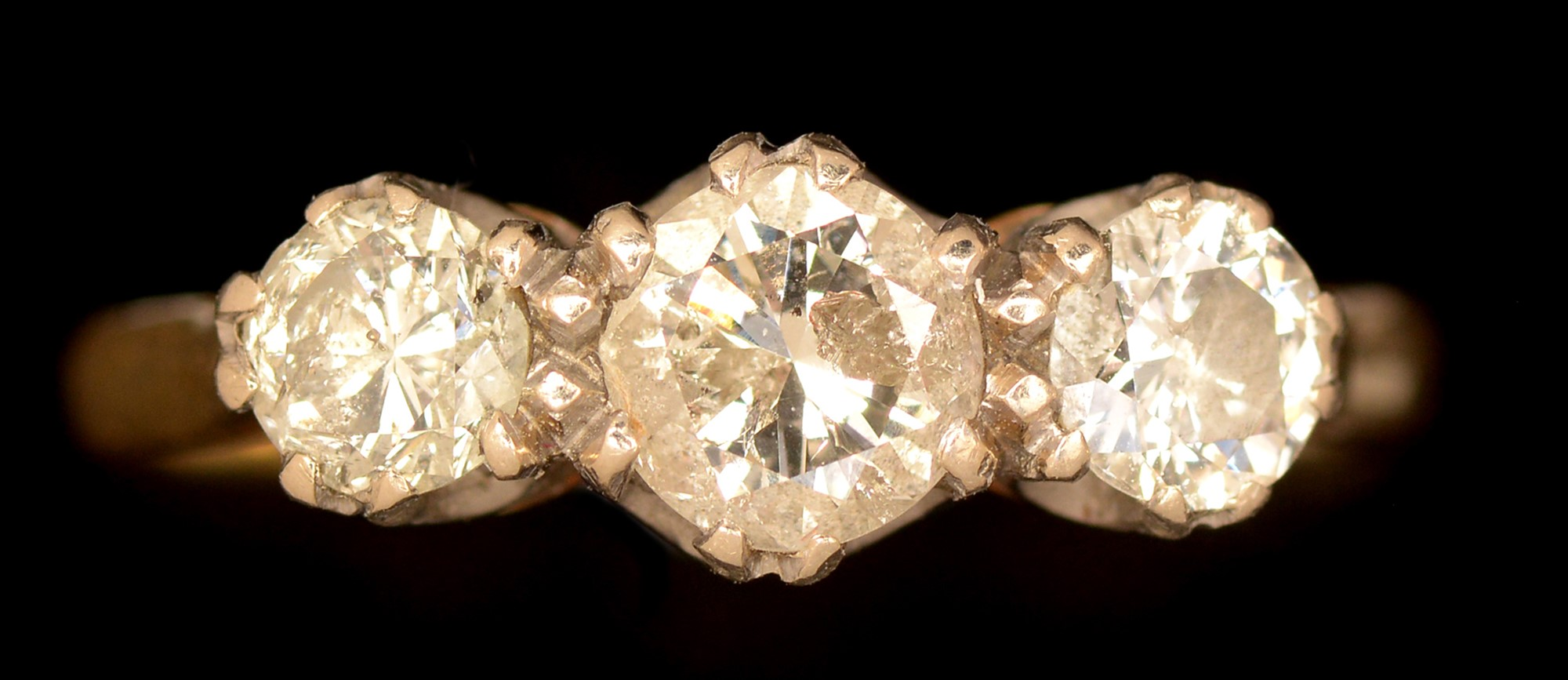 Lot 494 - Three stone diamond ring