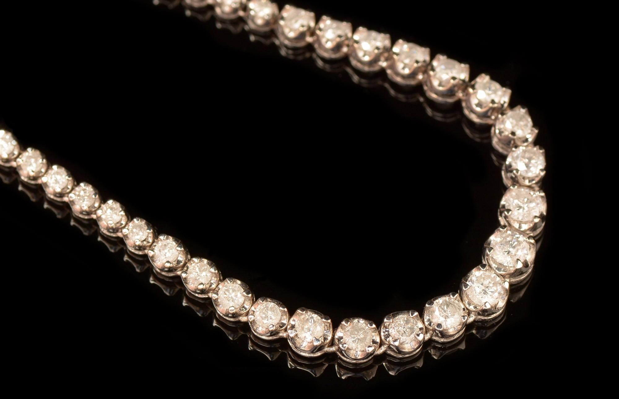 Lot 499 - Diamond line necklace