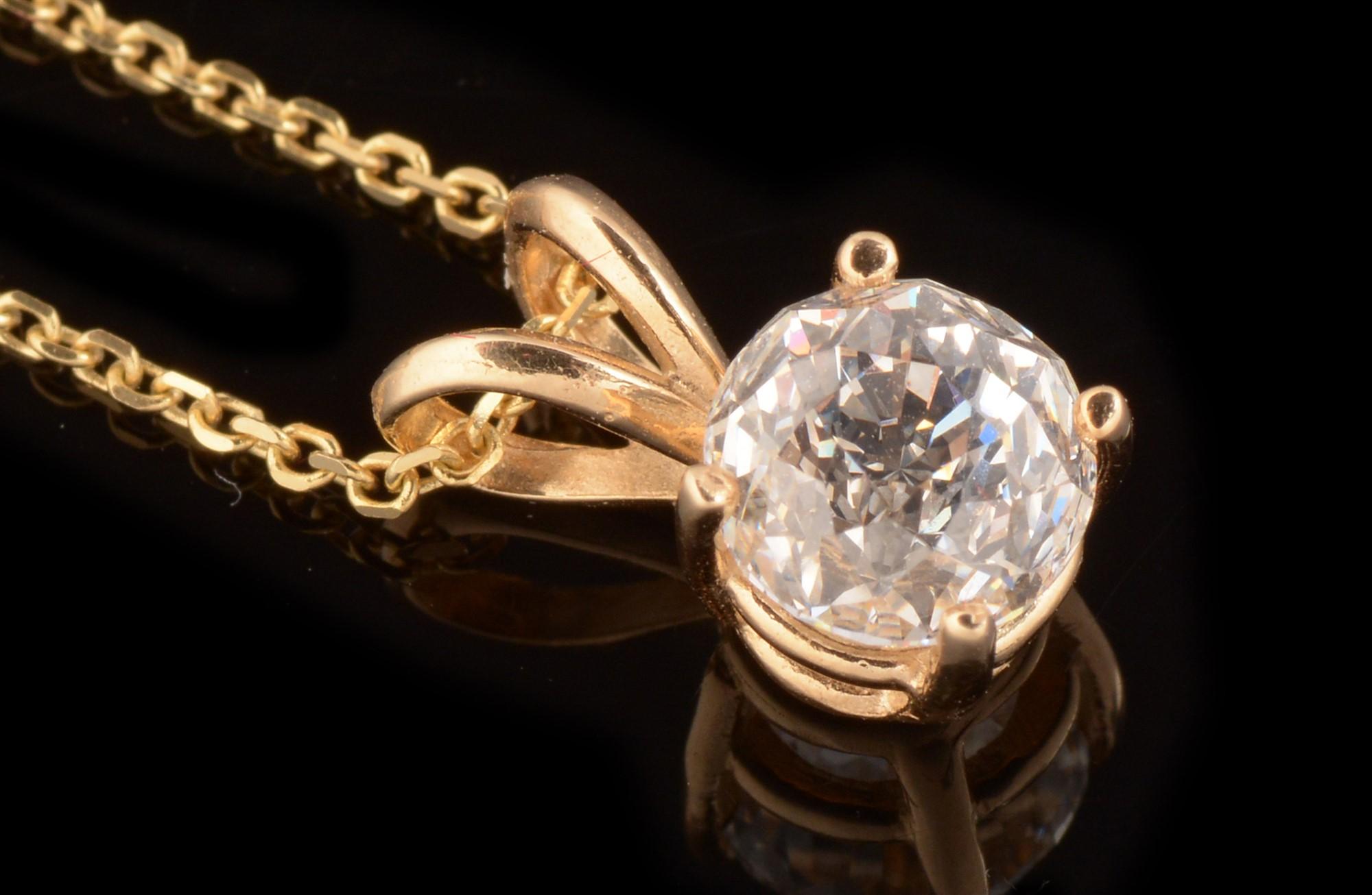 Lot 541 - Diamond pendant and stud earrings