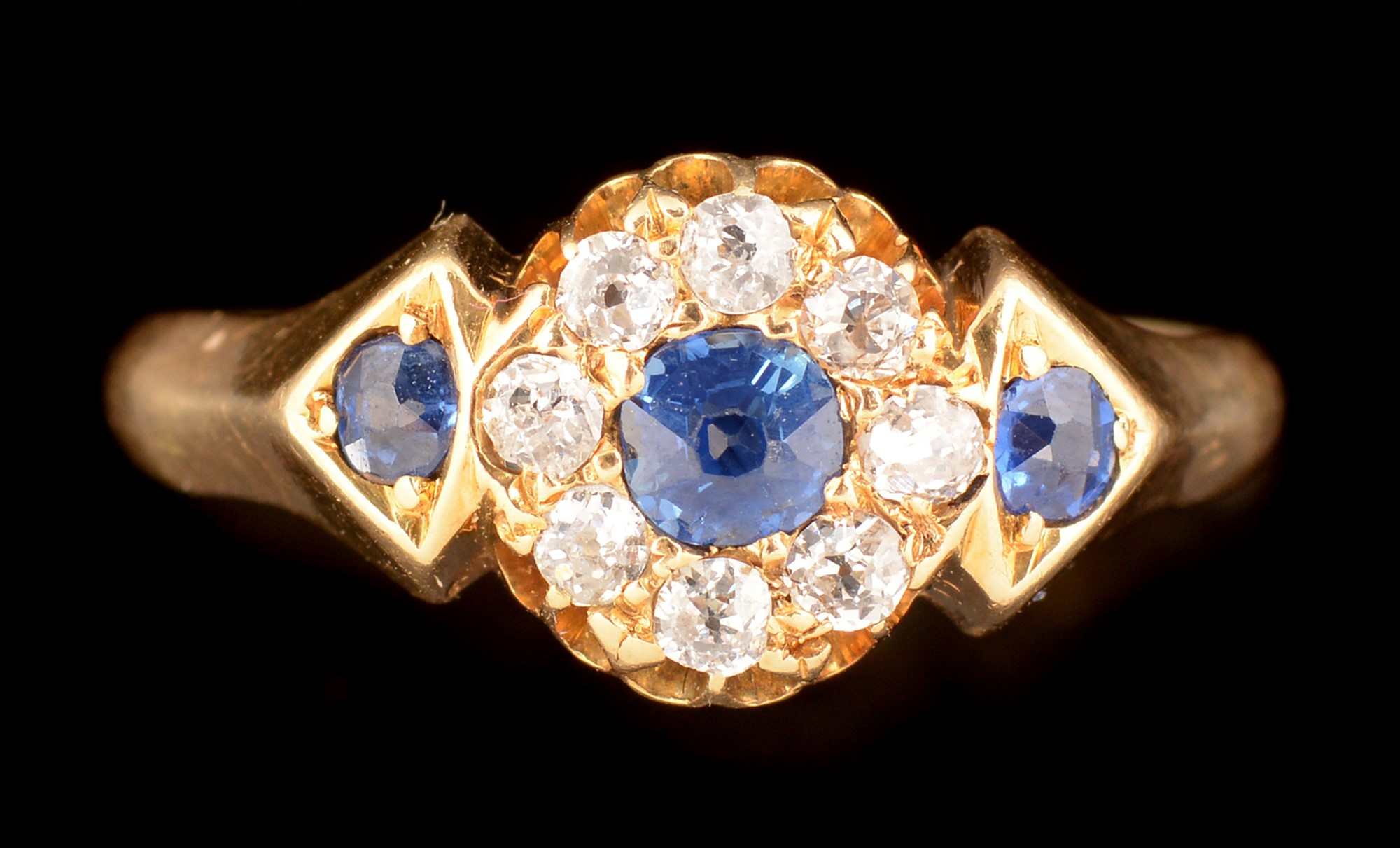 Lot 532 - Sapphire and diamond ring