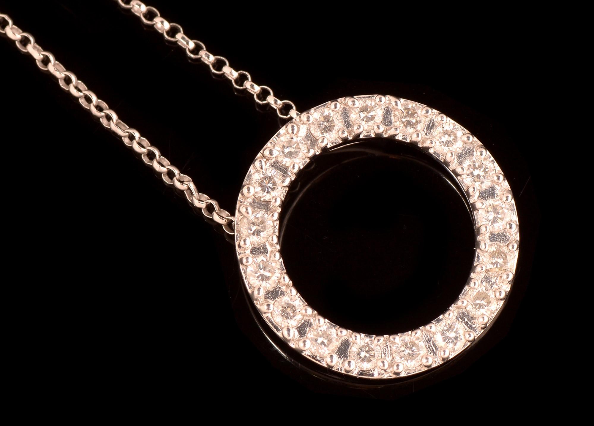 Lot 500 - Diamond pendant