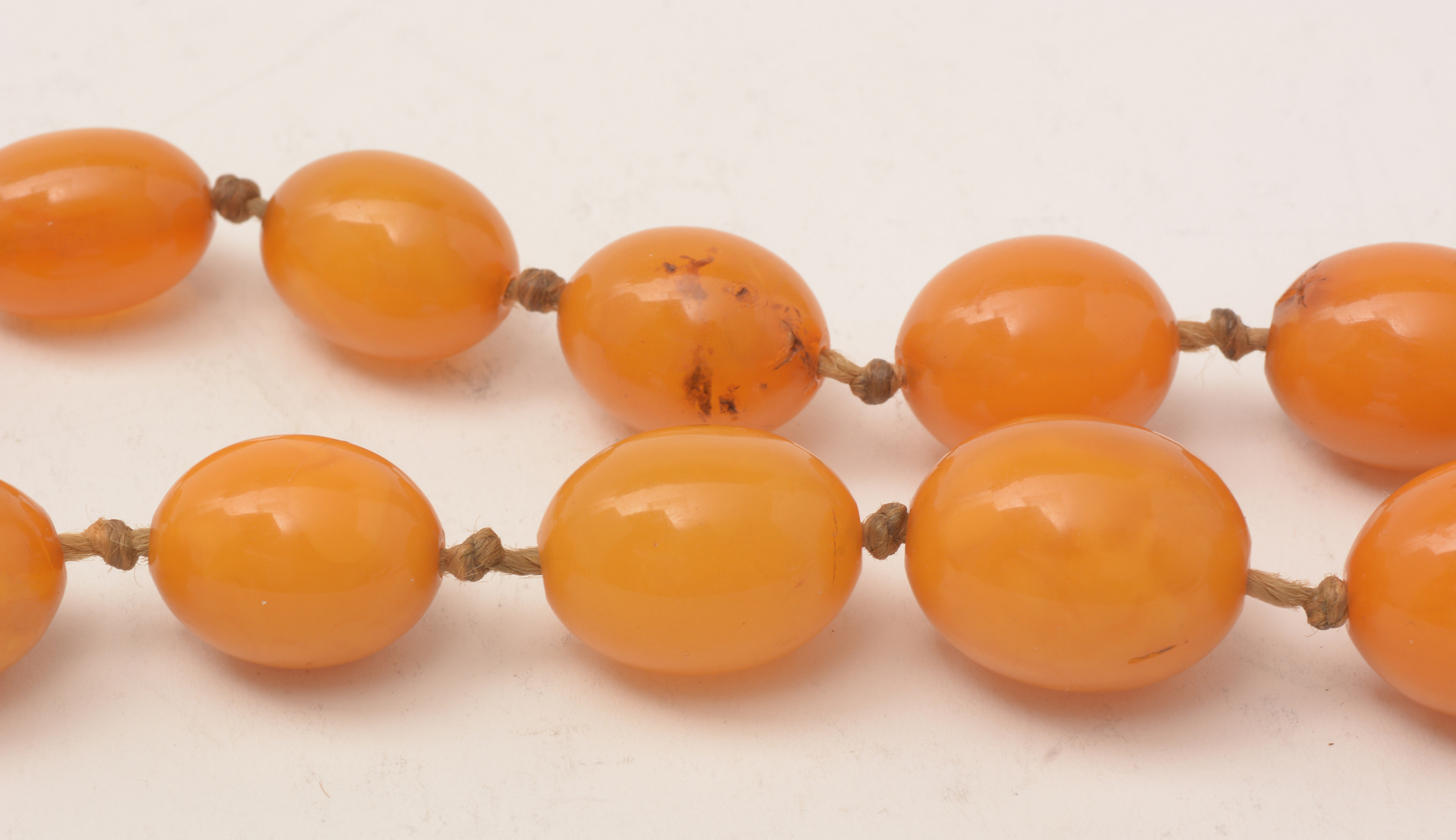 Lot 505 - Amber necklace