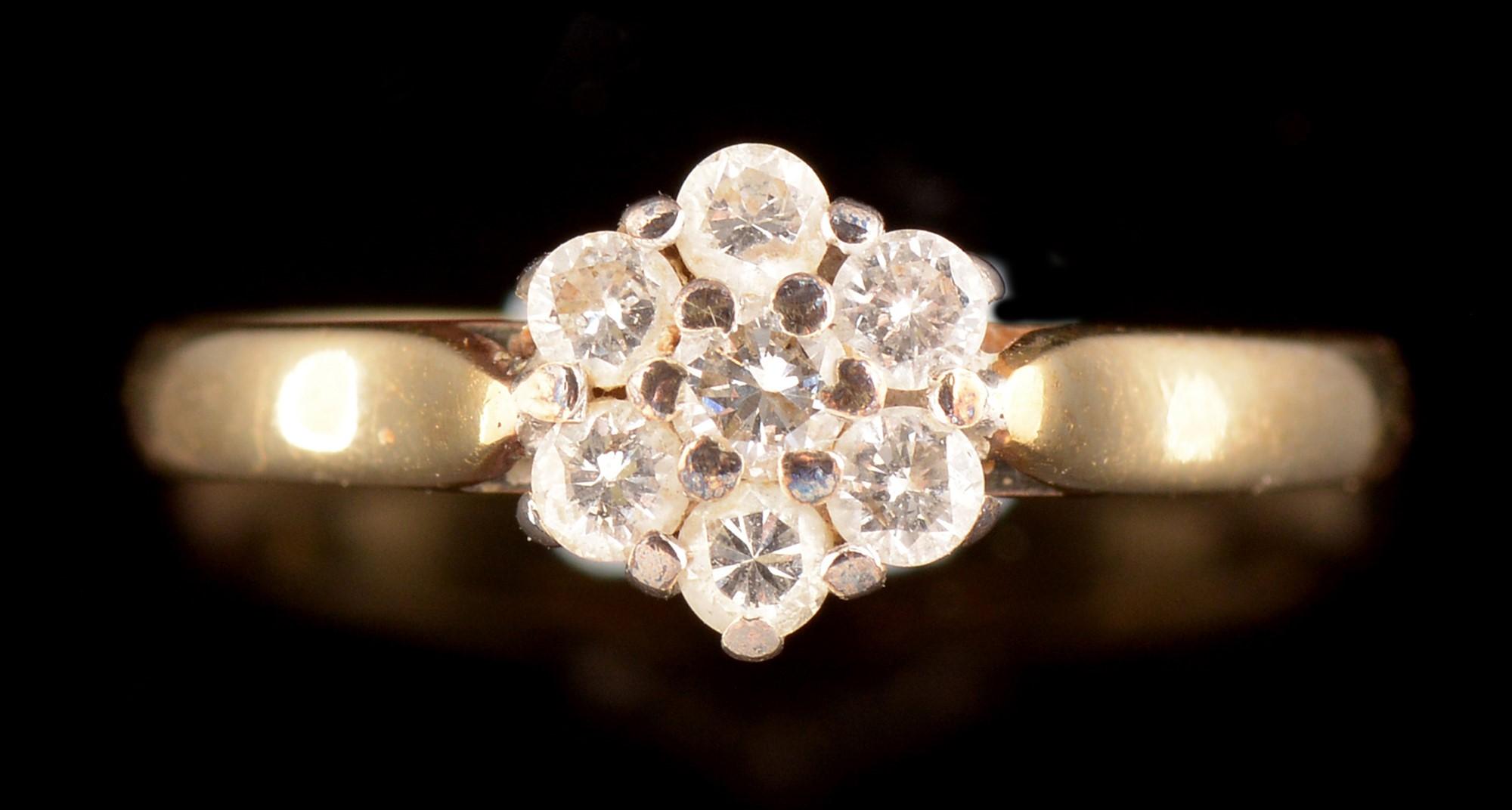 Lot 514 - Diamond cluster ring