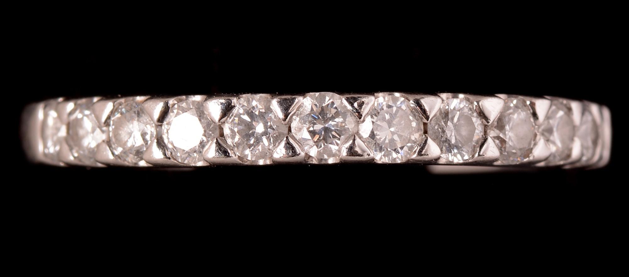 Lot 535 - Twelve stone diamond ring.
