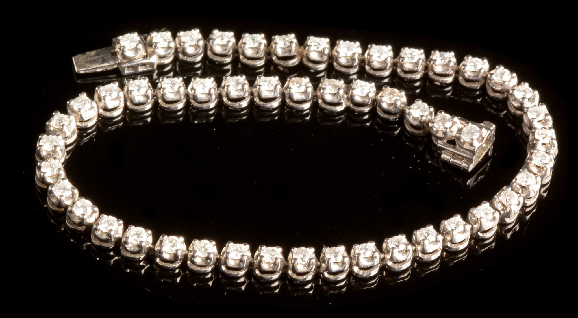 Lot 512 - Diamond line bracelet