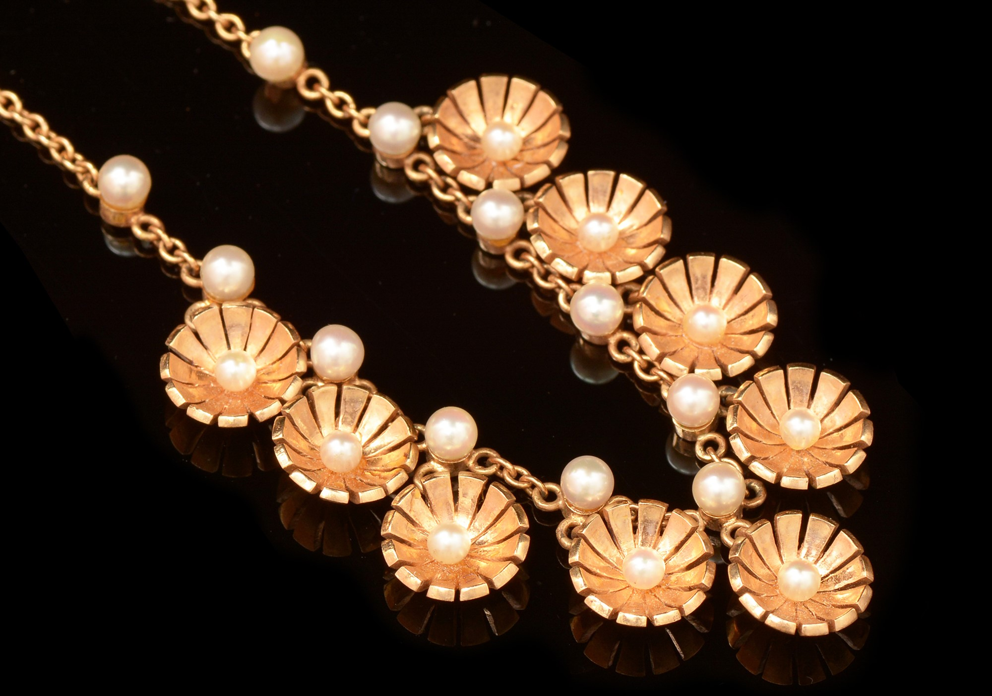 Lot 506 - Pearl and gold demi parure