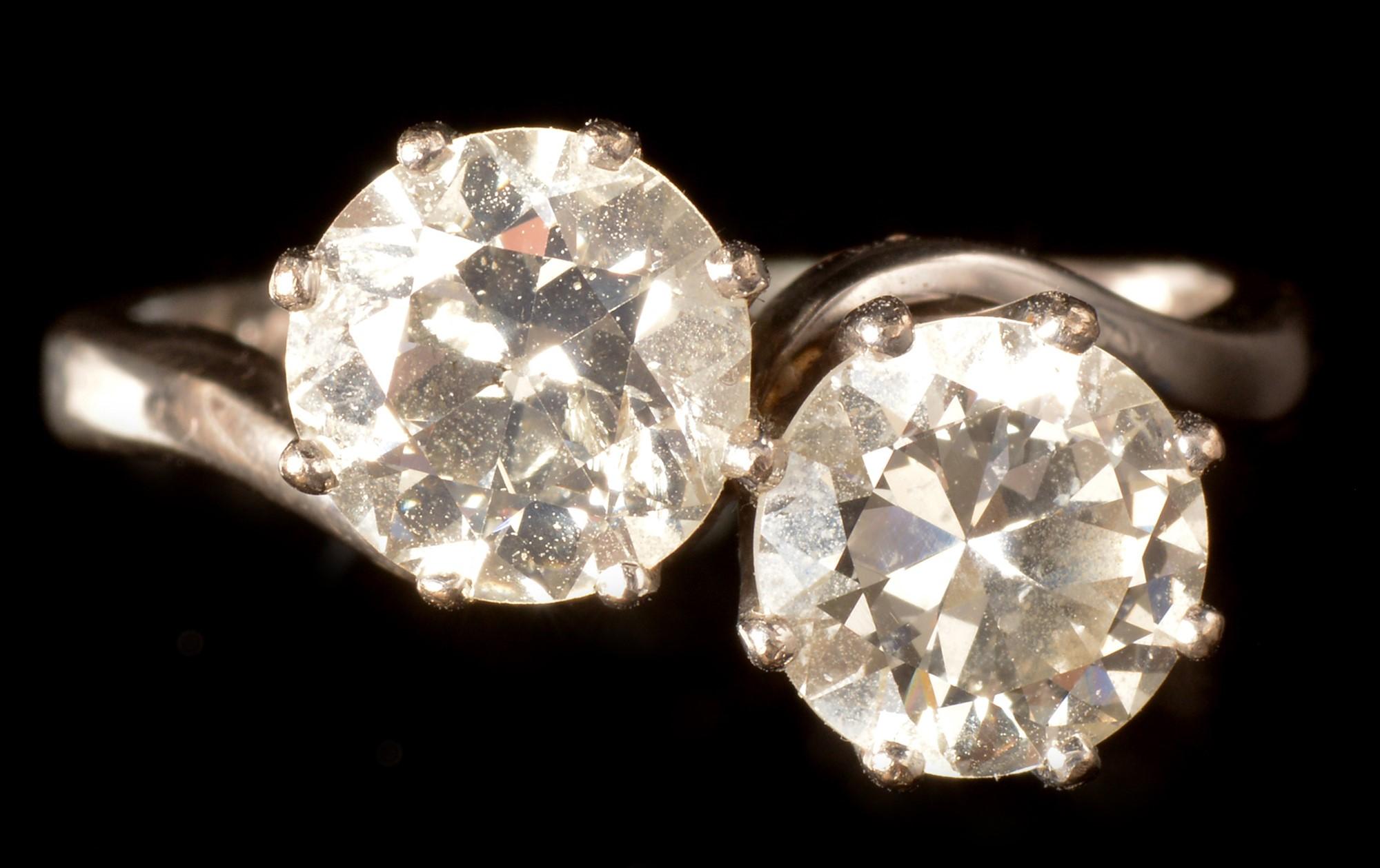 Lot 538 - Two stone diamond ring