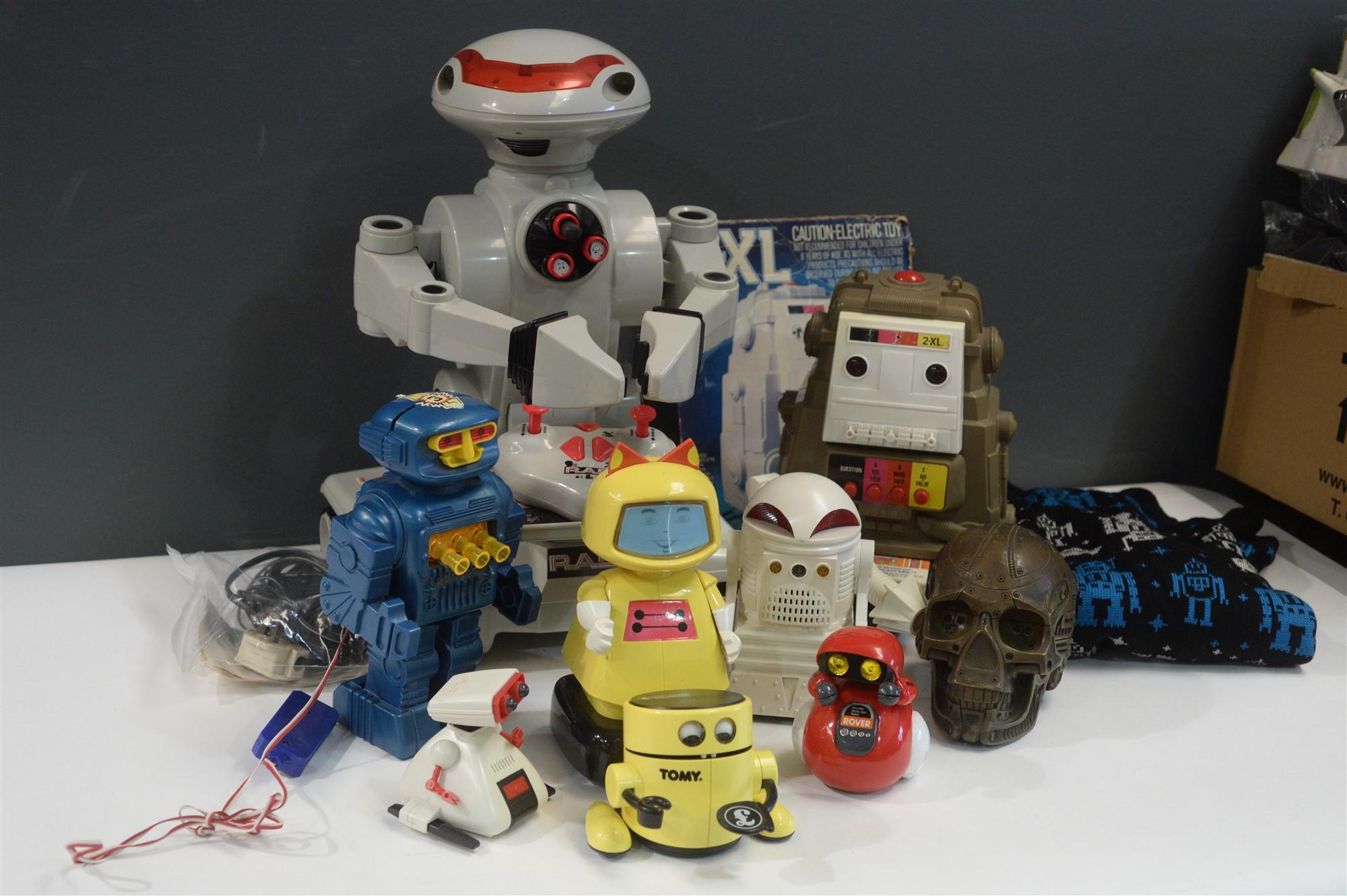 Lot 1050A - Robots