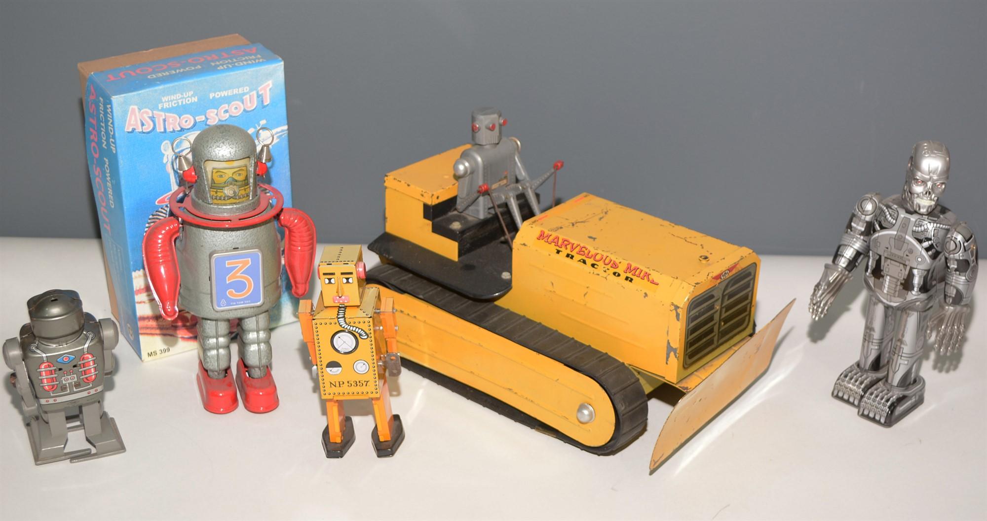 Lot 1042 - Tin plate robots