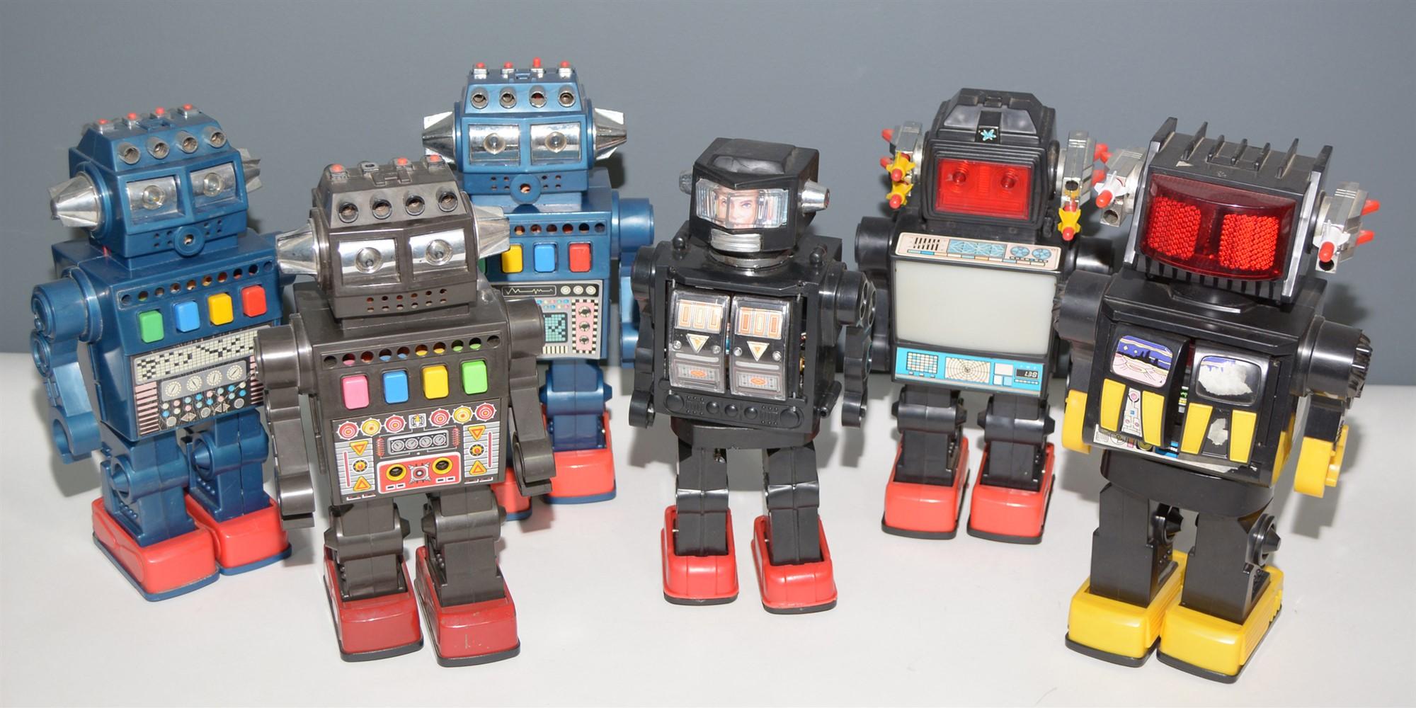 Lot 1040 - Six plastic Robots